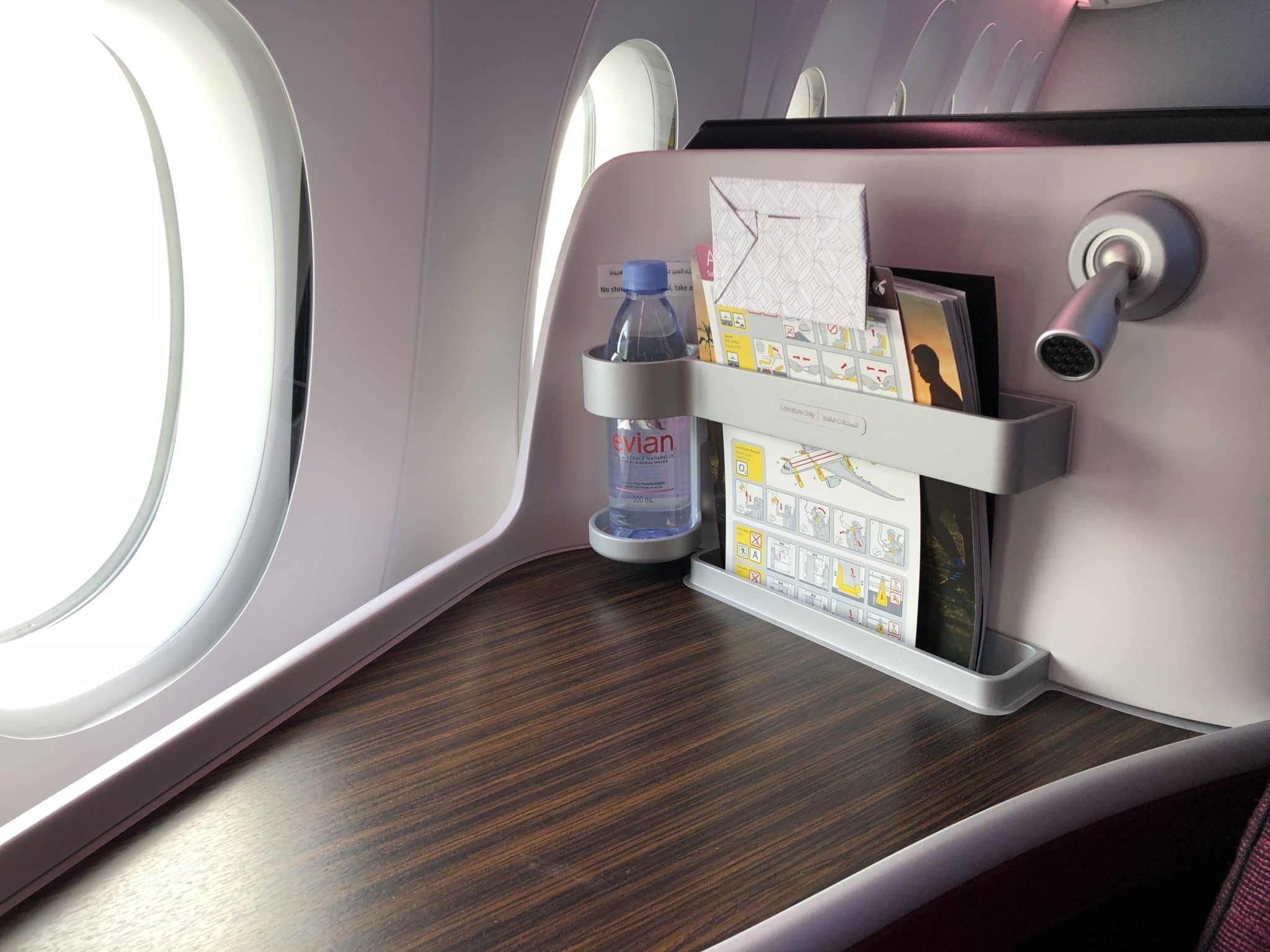 Qatar Airways Business Class A380 Amenity Leselampe Wasserflasche