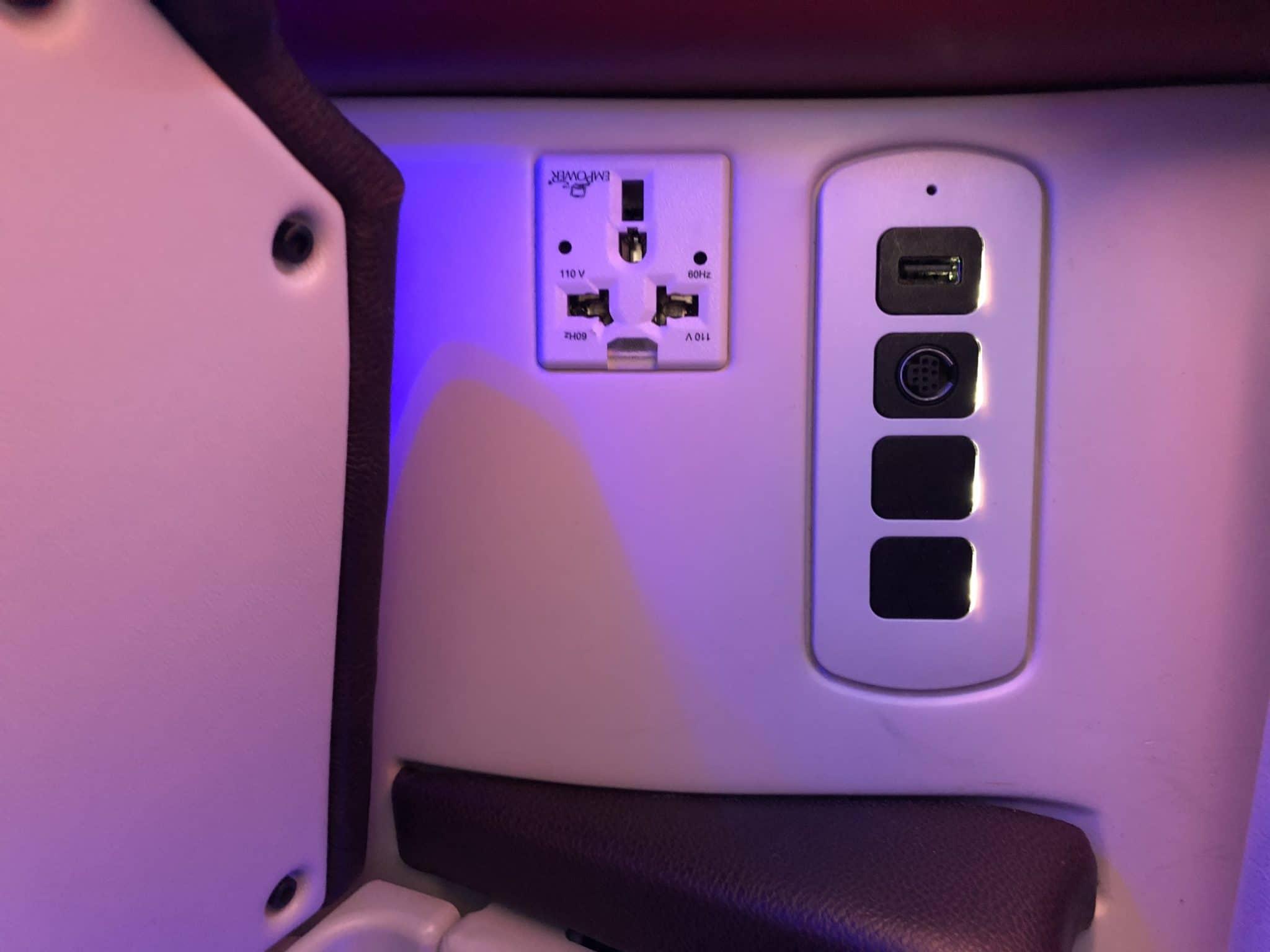 Qatar Airways Business Class A380 Steckdose USB Anschluss