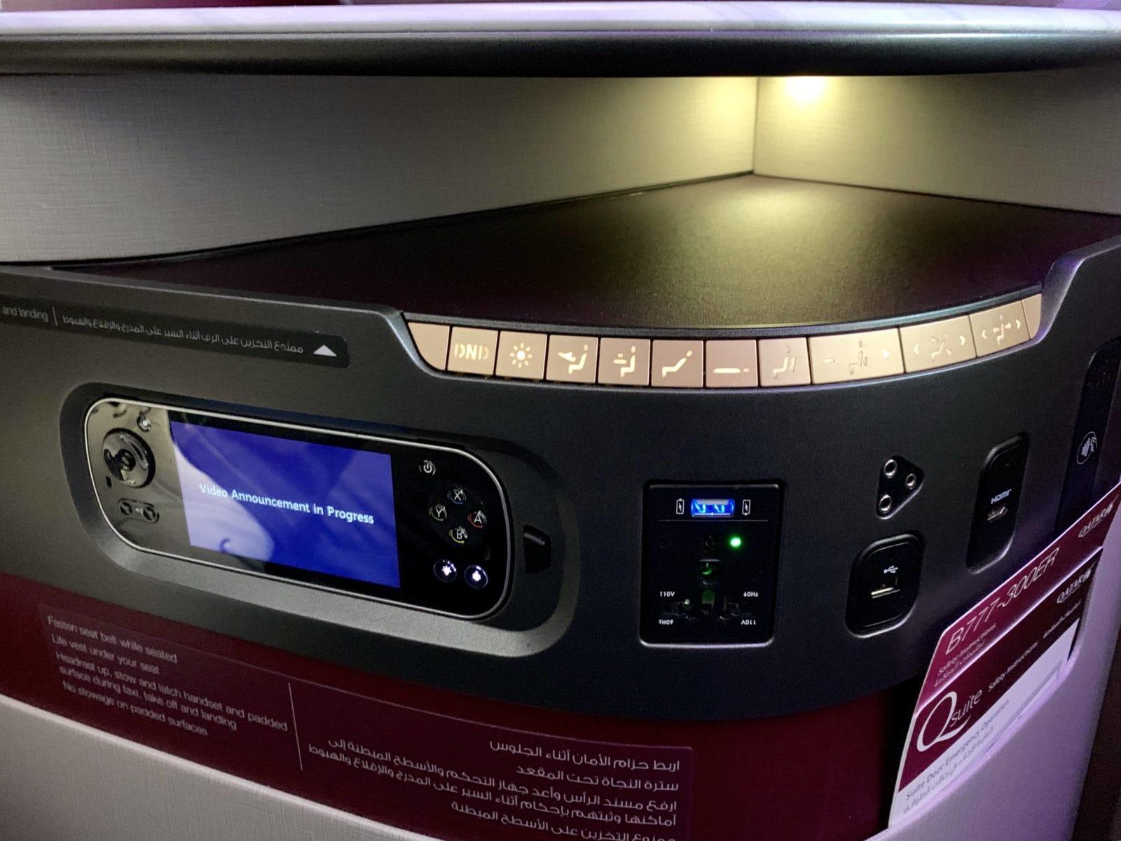 Qatar Airways Qsuite Boeing 777-300ER Knoepfe