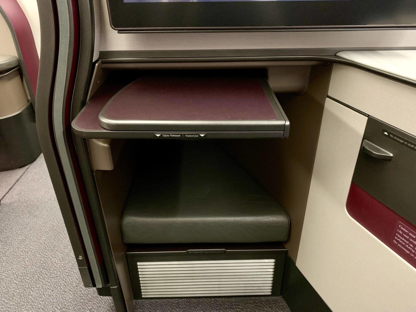 Qatar Airways Qsuite Boeing 777-300ER Tisch