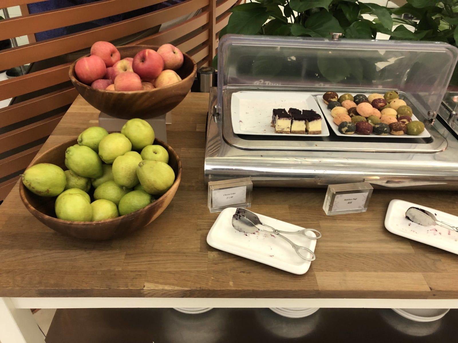 Royal Orchid Lounge Hong Kong Obst und Kuchen
