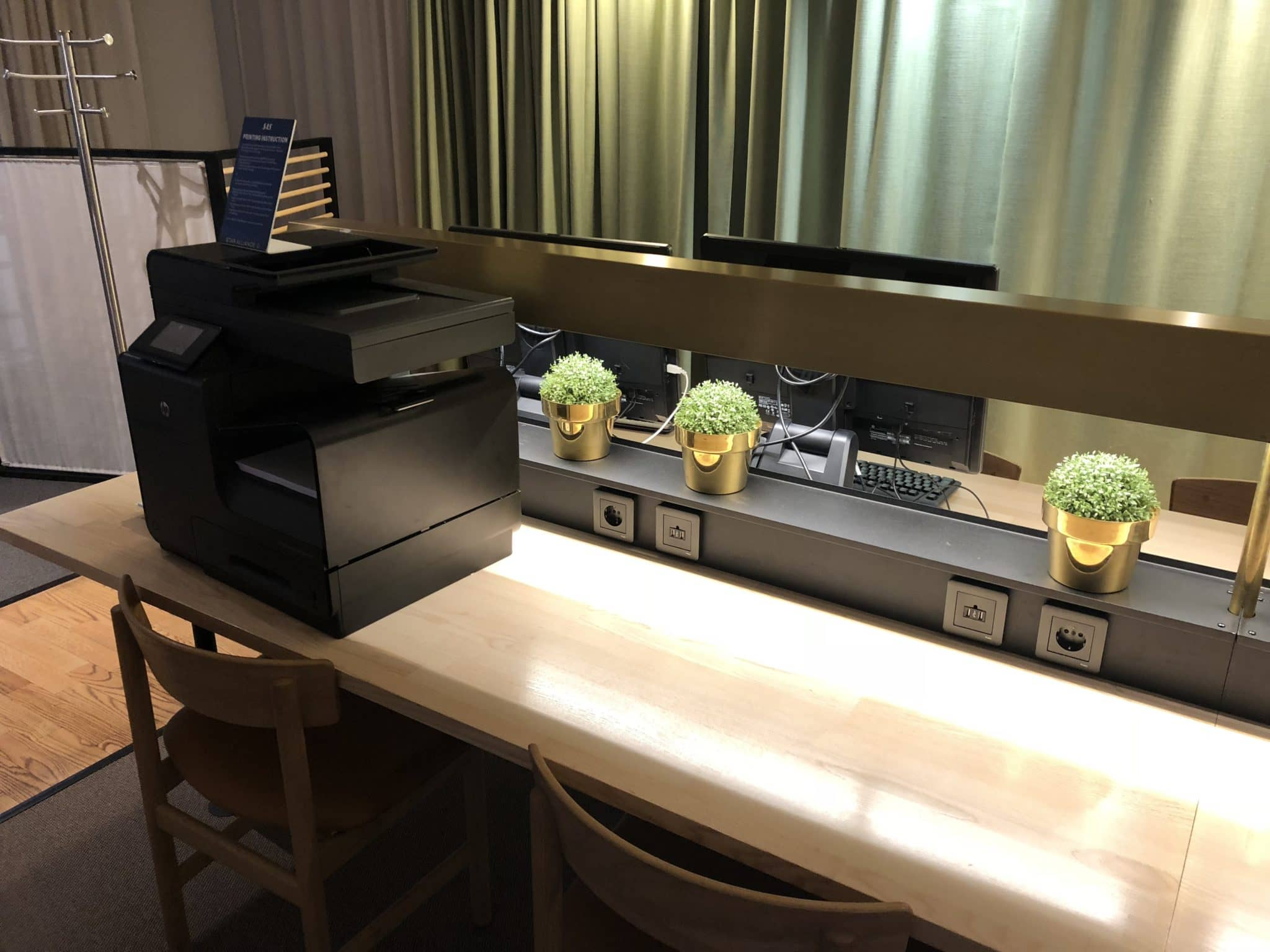 SAS Gold Lounge Oslo-Gardermoen Drucker und Arbeitsplaetze