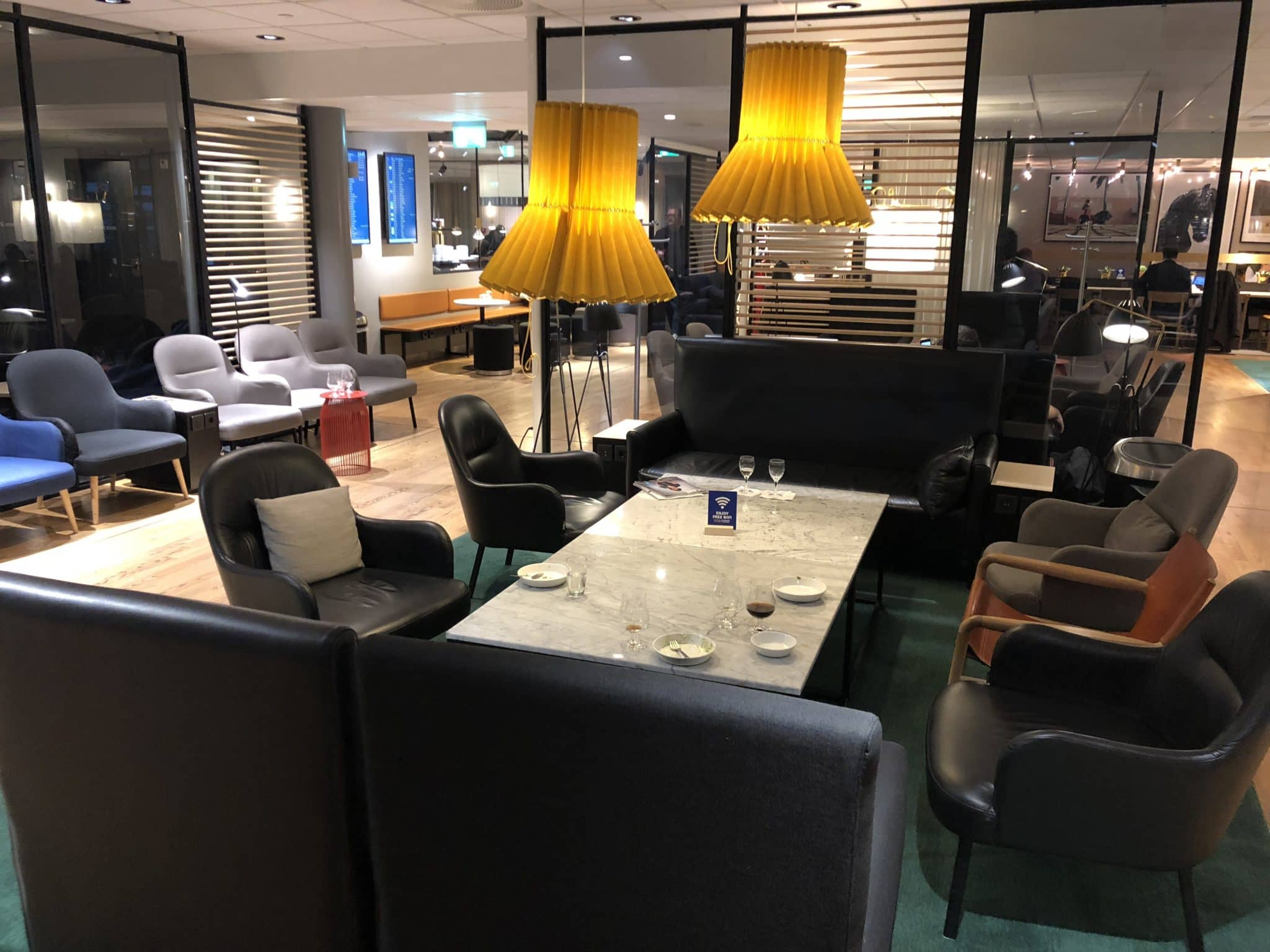 SAS Gold Lounge Oslo-Gardermoen Sitzmoeglichkeiten