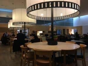 SAS Gold Lounge Kopenhagen Esstisch