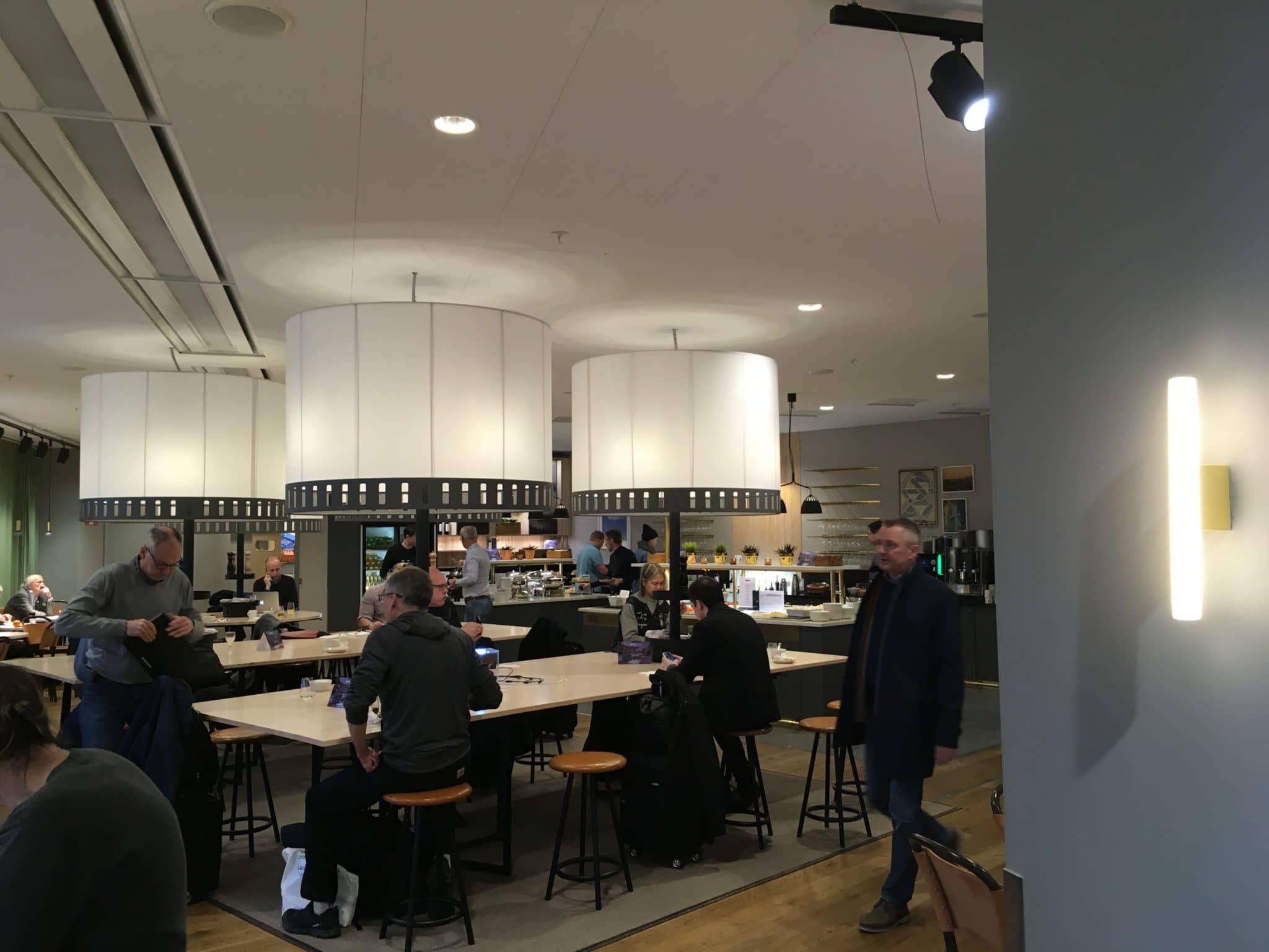 SAS Gold Lounge Stockholm Esstische