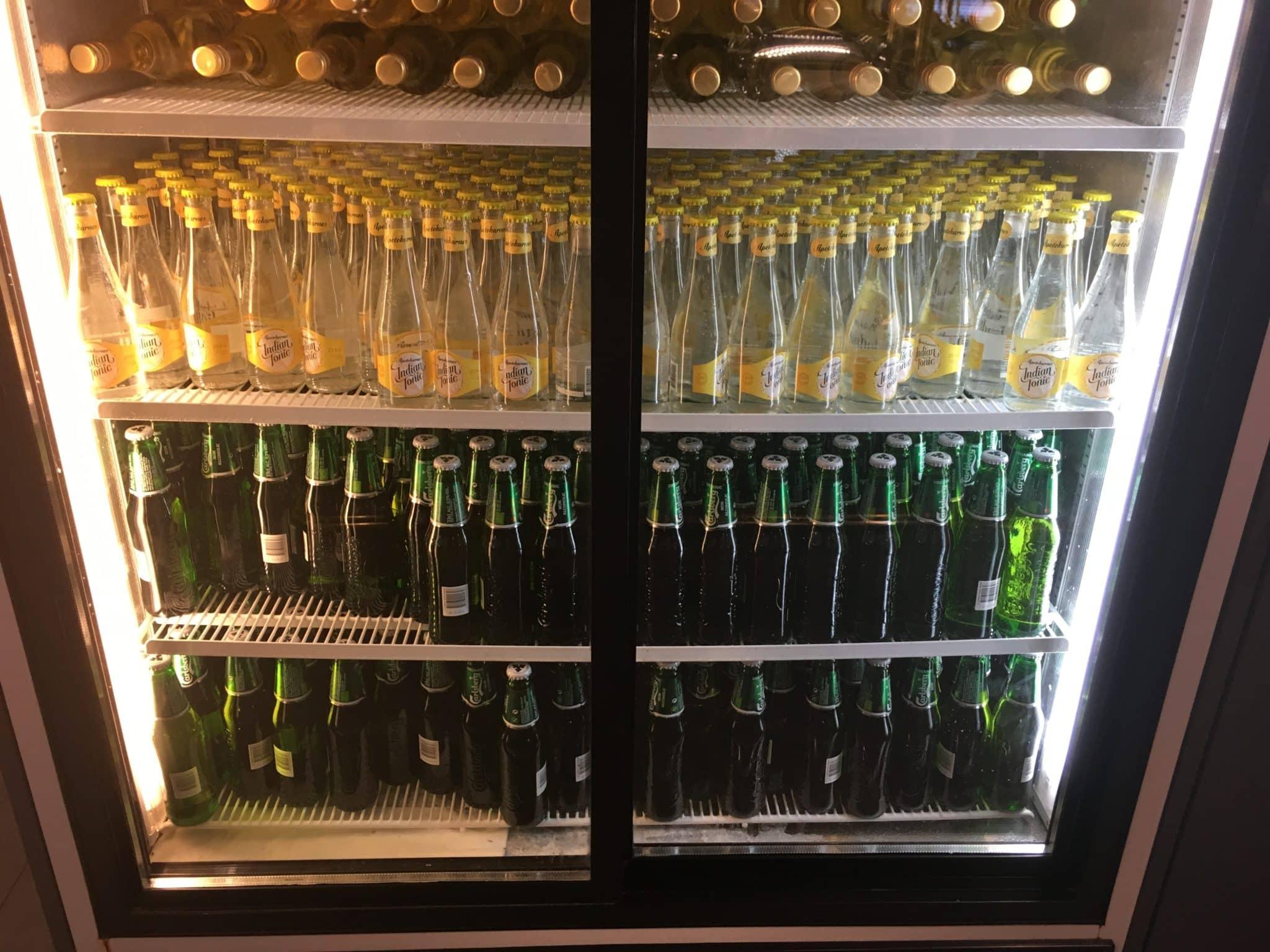SAS Gold Lounge Stockholm Kuehlschrank