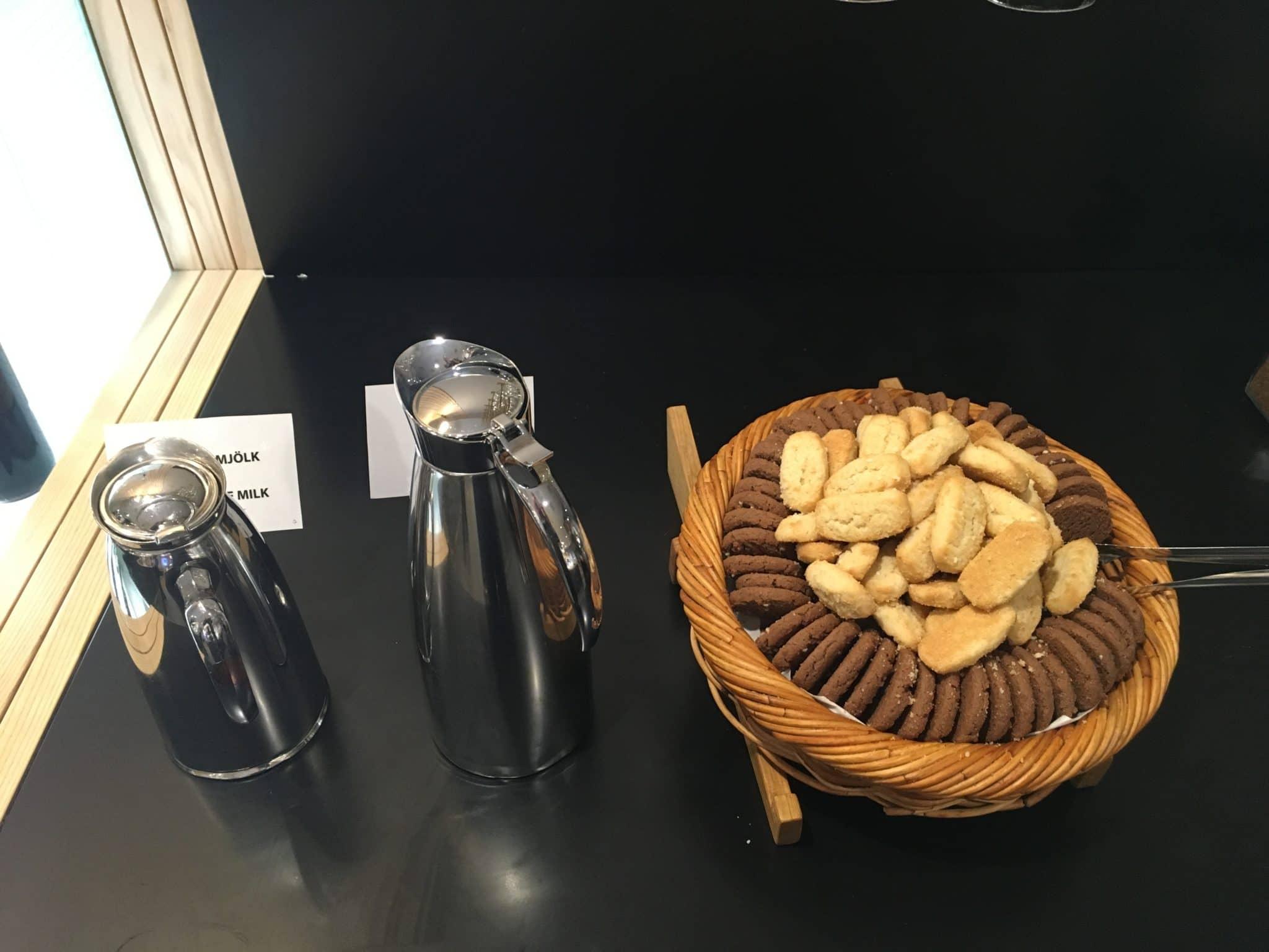 SAS Gold Lounge Stockholm Kekse Milch