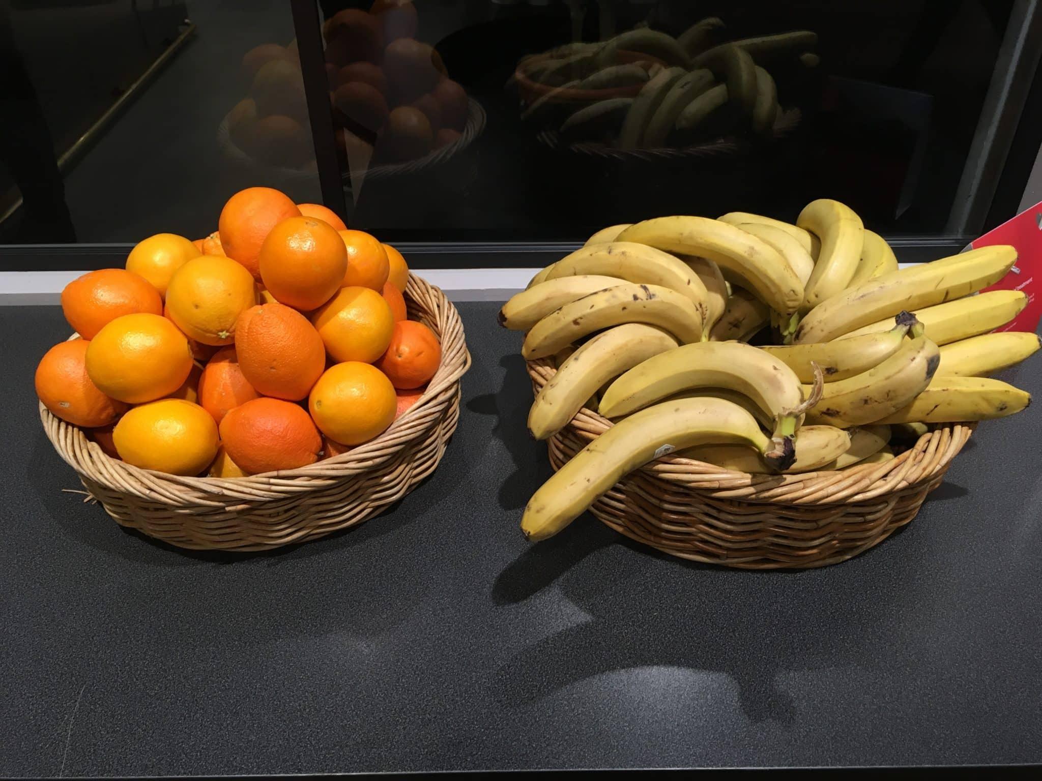 SAS Gold Lounge Stockholm Bananen und Orangen