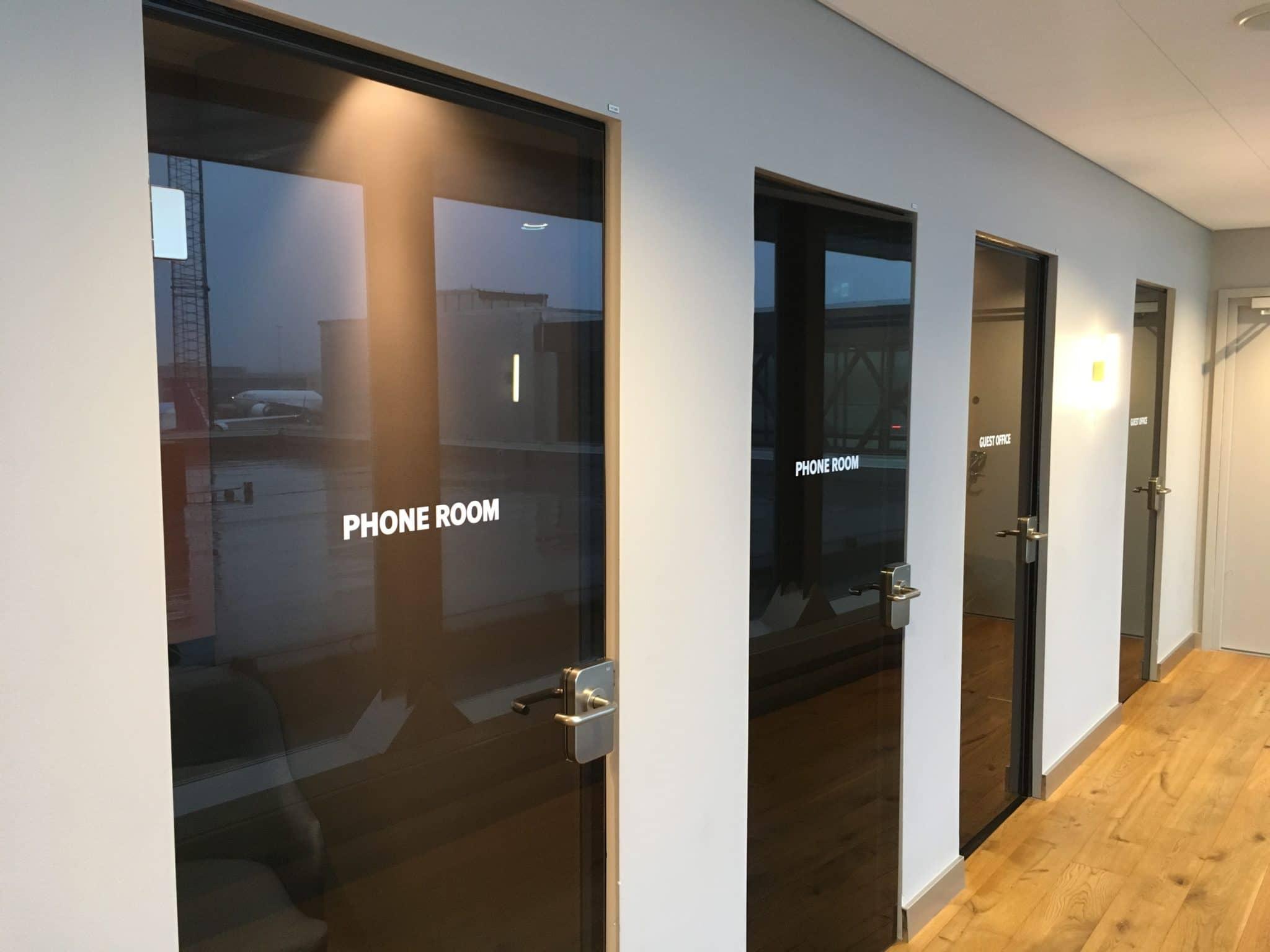 SAS Gold Lounge Stockholm Telefonkabinen