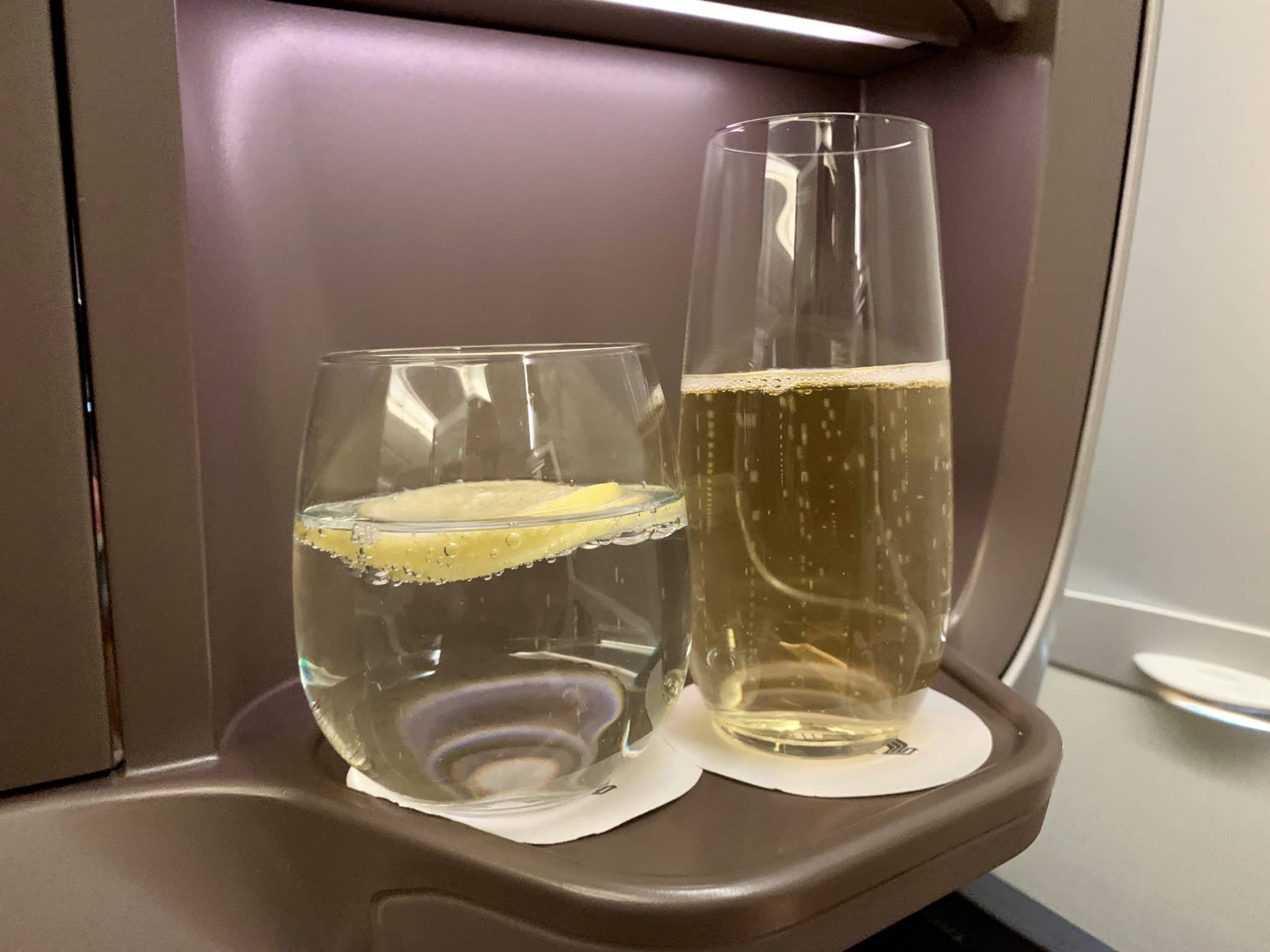 Singapore Airlines Business Class A350-900ULR Champagner