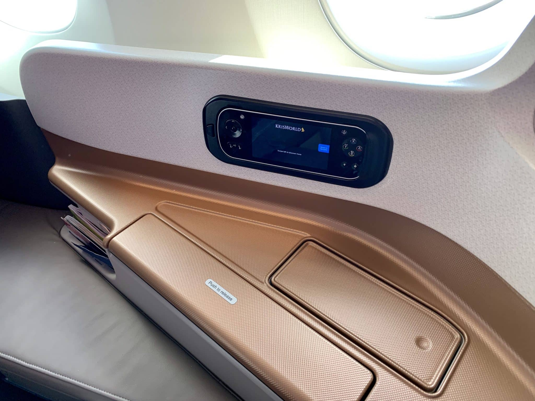 Singapore Airlines Business Class A350-900ULR Seitenablage