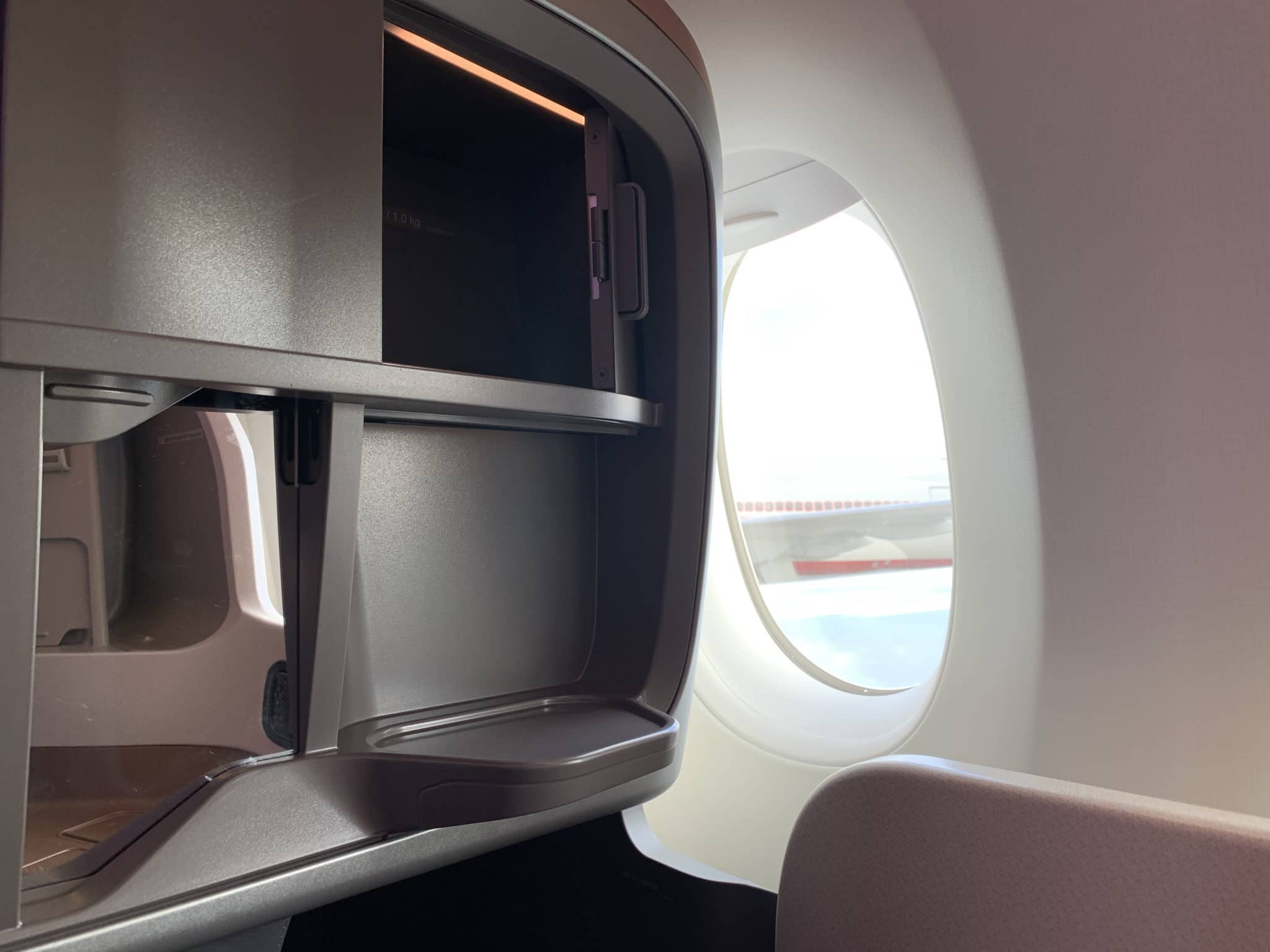 Singapore Airlines Business Class A350-900ULR Staufach