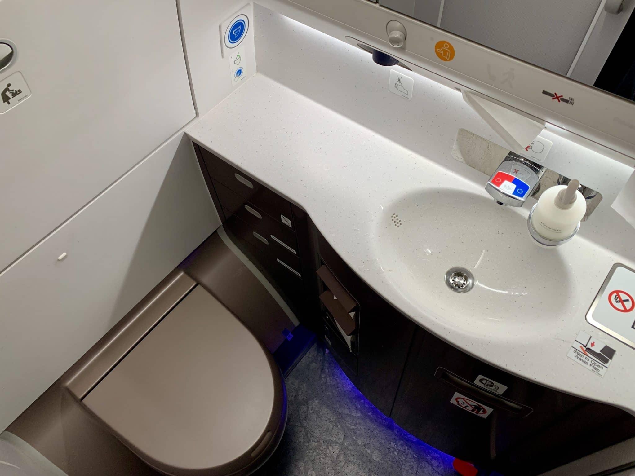 Singapore Airlines Business Class A350-900ULR WC