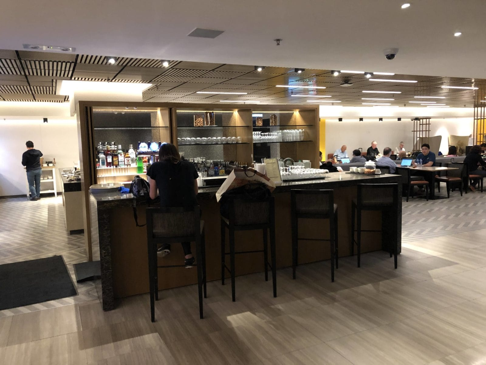 Singapore Airlines SilverKris Lounge Hong Kong Bar