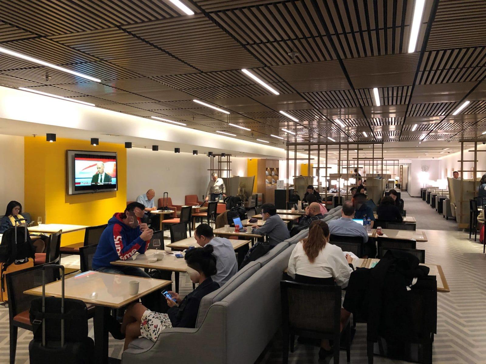 Singapore Airlines SilverKris Lounge Hong Kong Blick in die Lounge