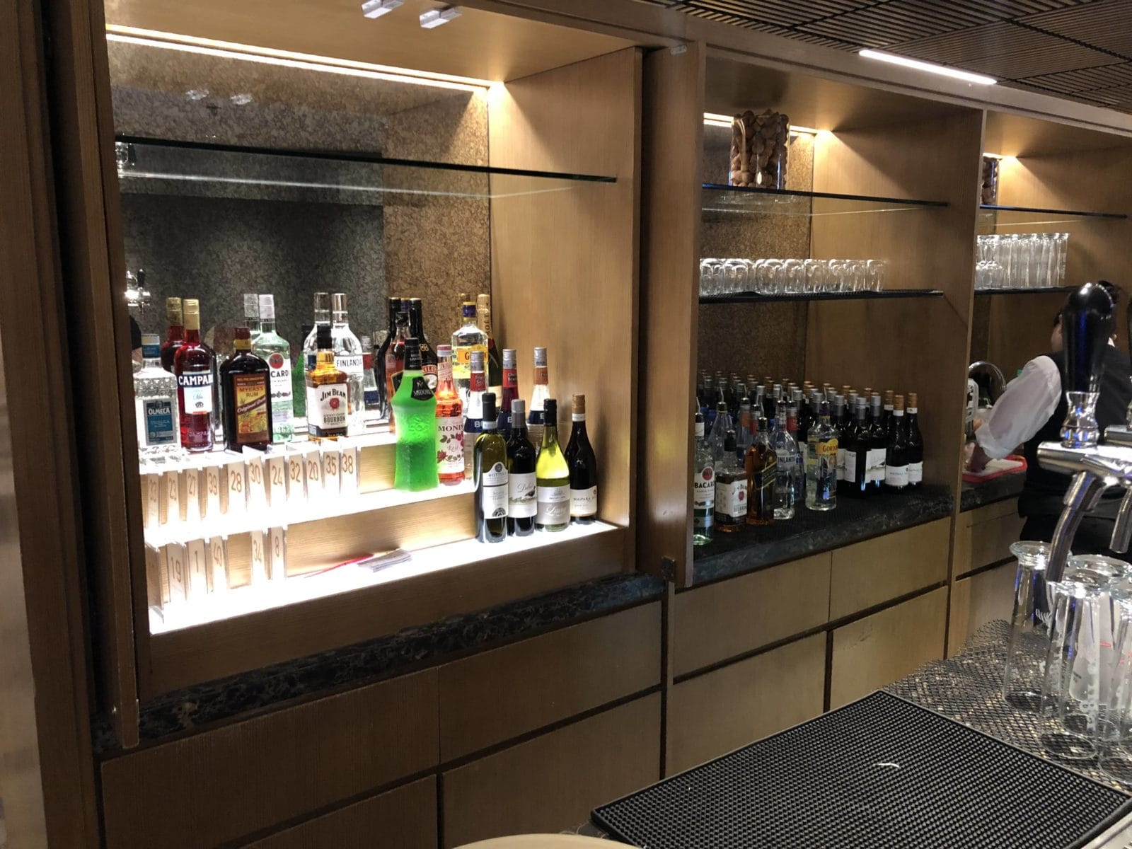 Singapore Airlines SilverKris Lounge Hong Kong Alkohol