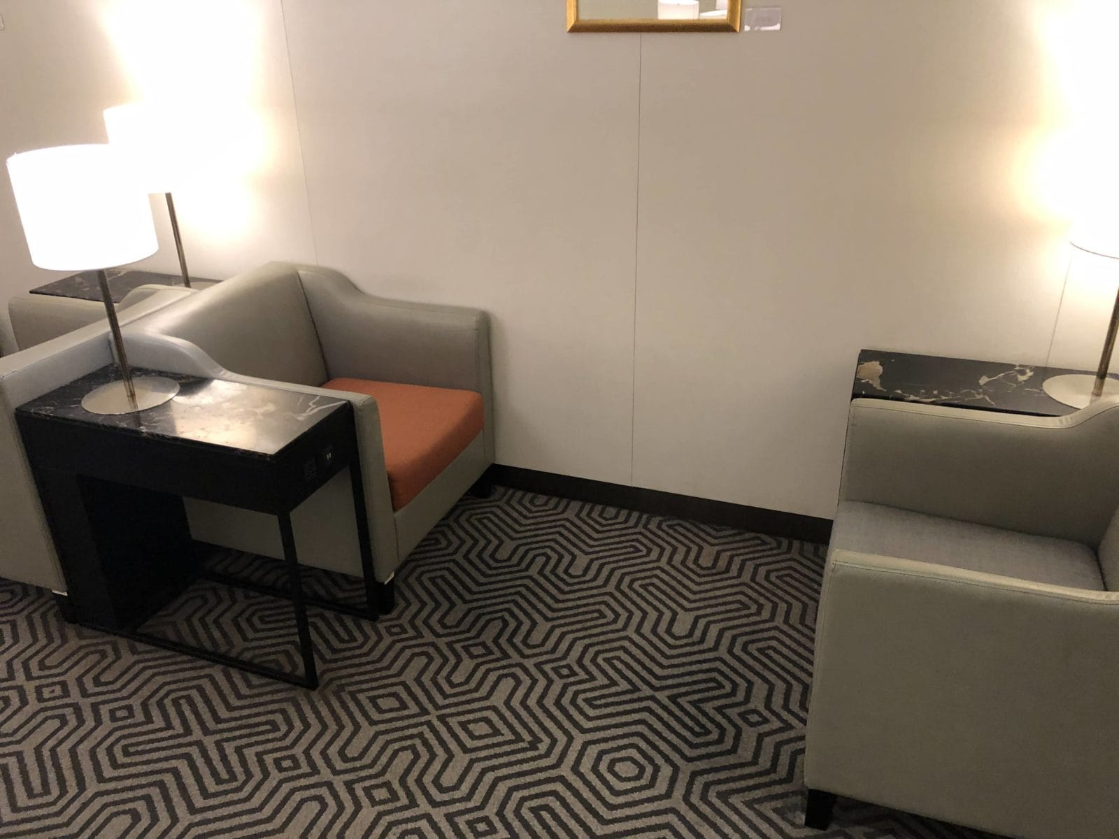 Singapore Airlines SilverKris Lounge Hong Kong Sessel