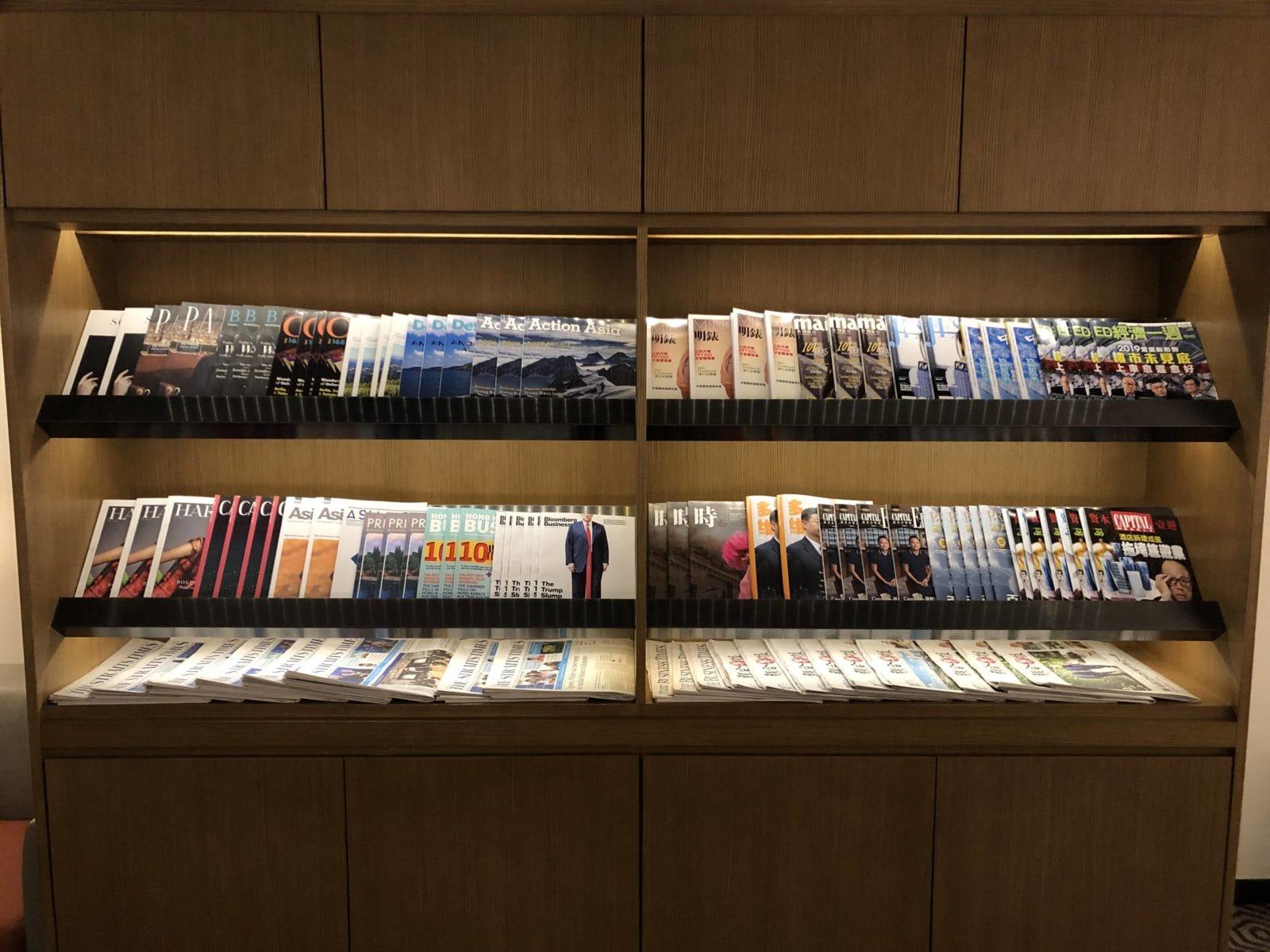 Singapore Airlines SilverKris Lounge Hong Kong Zeitschriften und Zeitungen