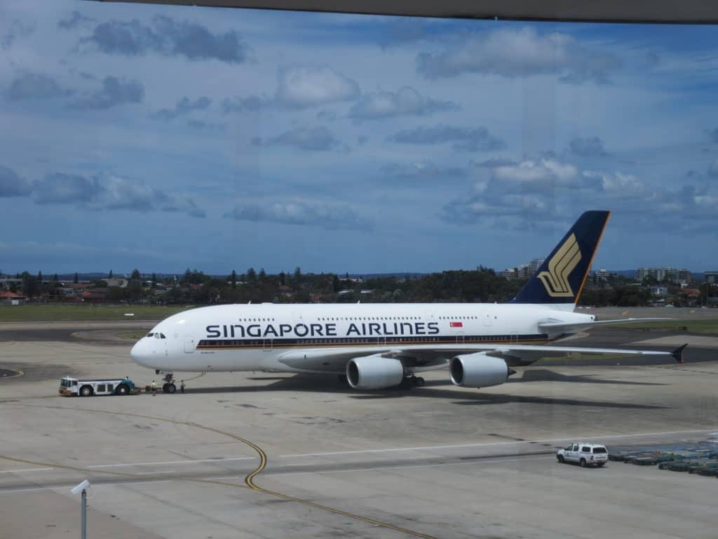 In einigen A380 gibt es eine Economy Class im Upper Deck mit wesentlich weniger Plätzen als im Hauptdeck