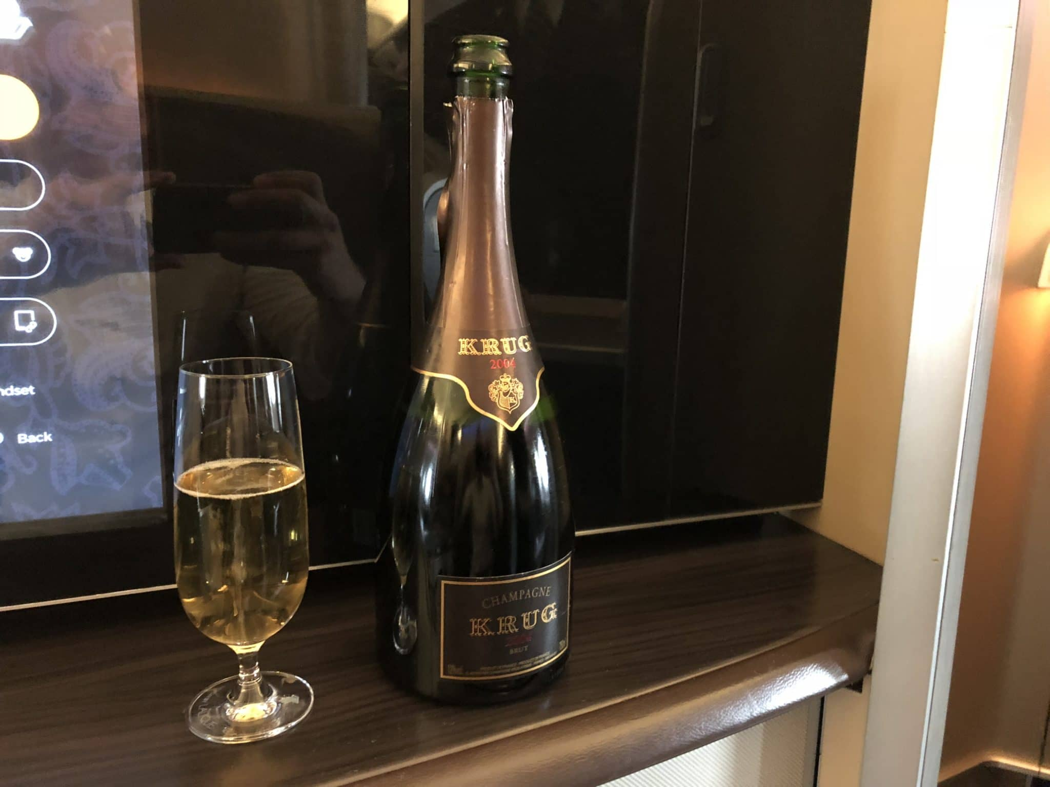 Singapore Airlines First Class Boeing 777-300 Krug Champagner