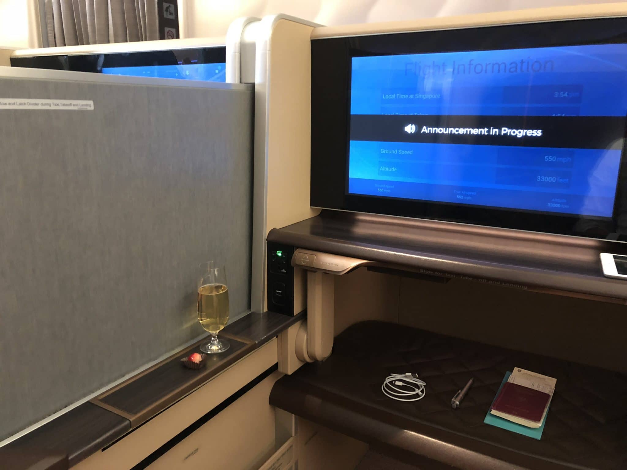 Singapore Airlines First Class Boeing 777-300 Trennwand
