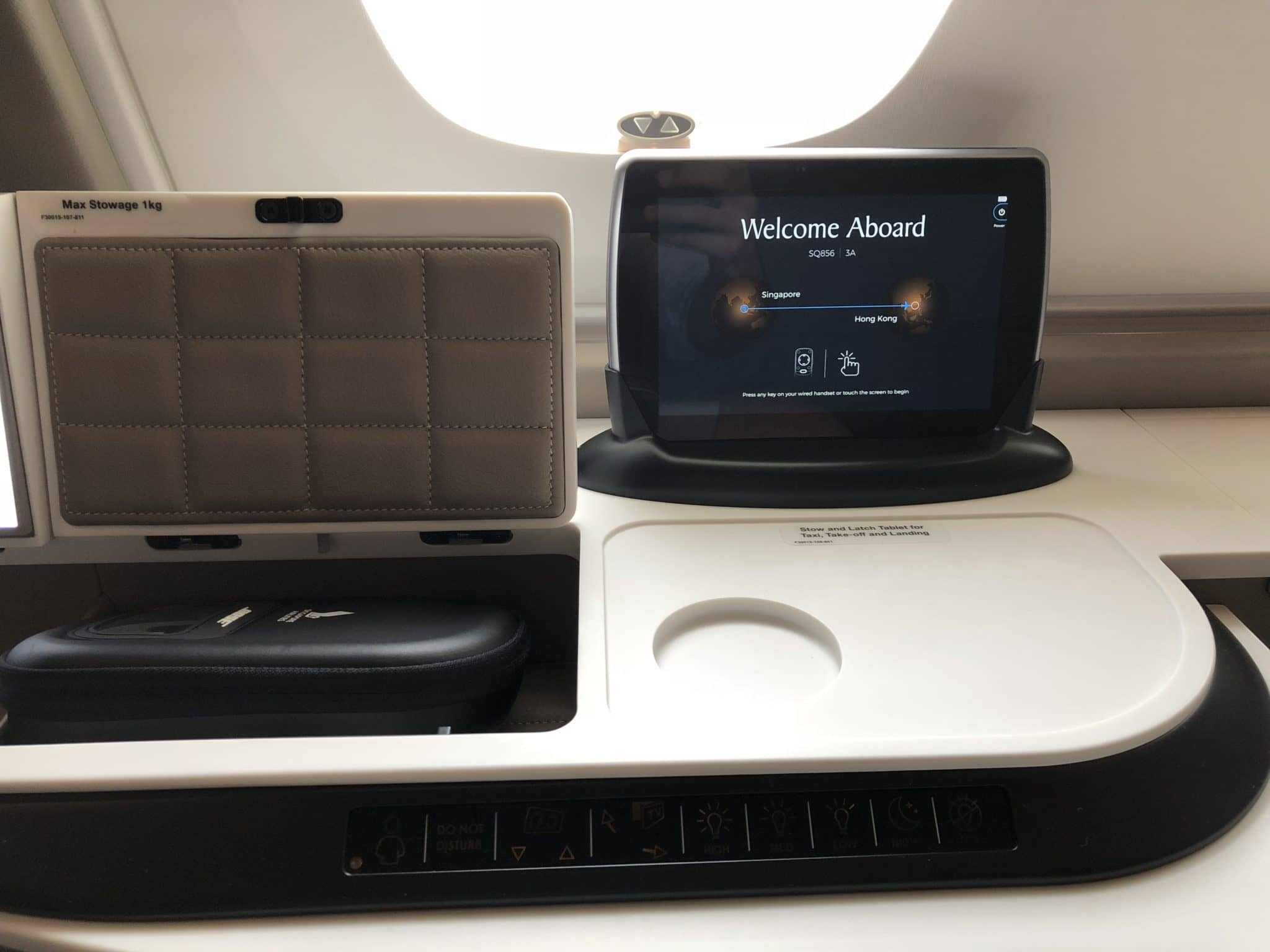 Singapore Airlines neue First Class A380 Remote Controller Haupthalterung