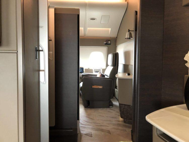 Singapore Airlines neue First Class A380 Blick auf die gegenüberliegende Kabine