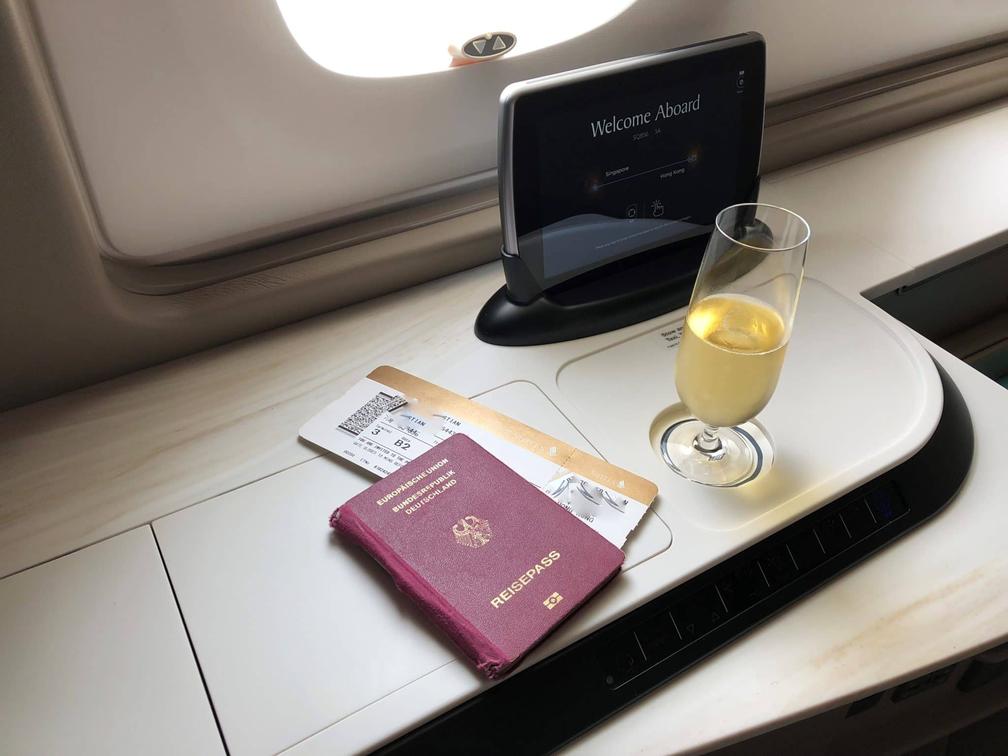 Singapore Airlines neue First Class A380 Champagner Begruessung