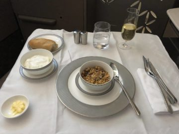 Singapore Airlines neue First Class A380 Granola und Joghurt