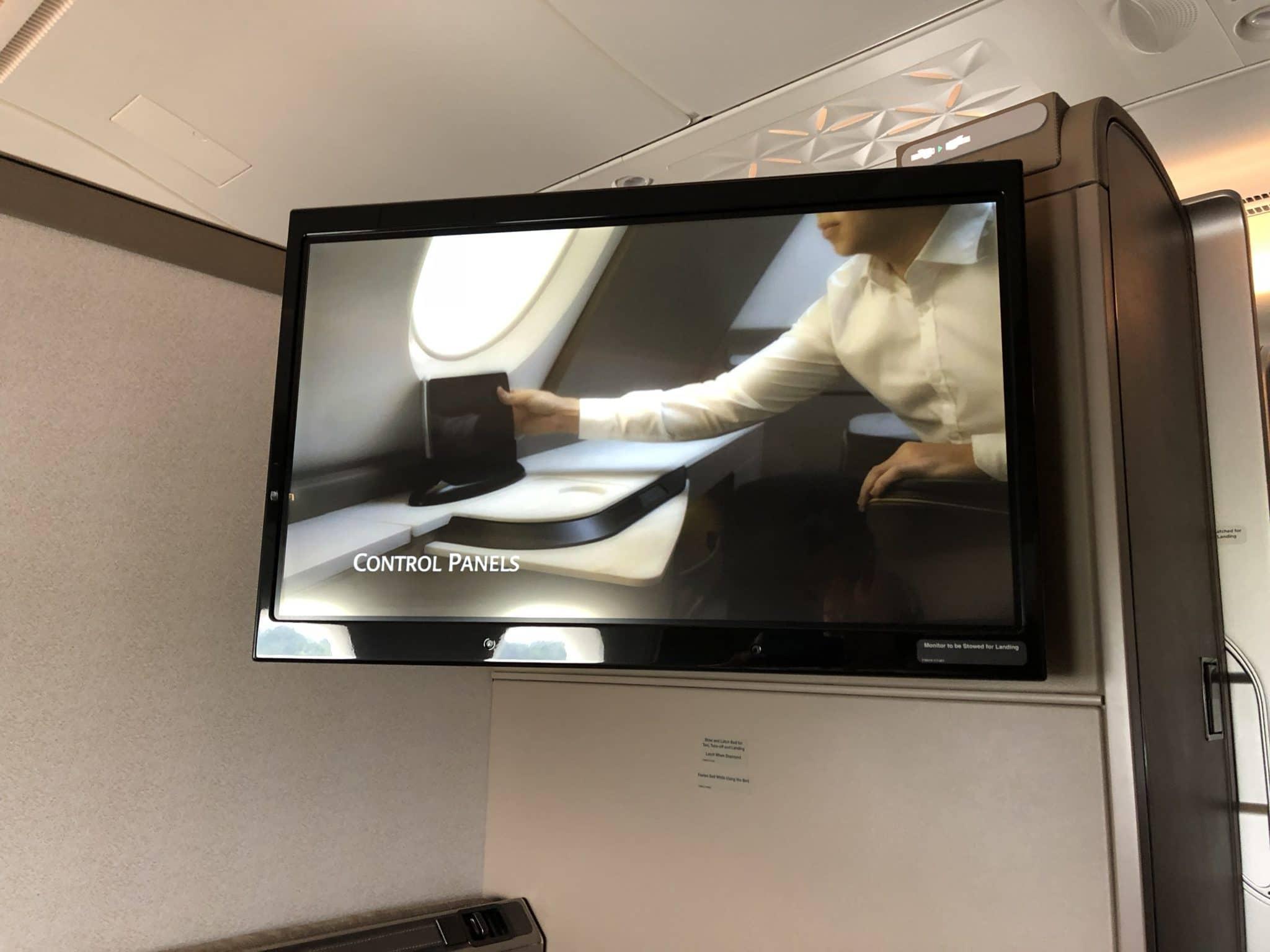 Singapore Airlines neue First Class A380 Monitor ausgefahren