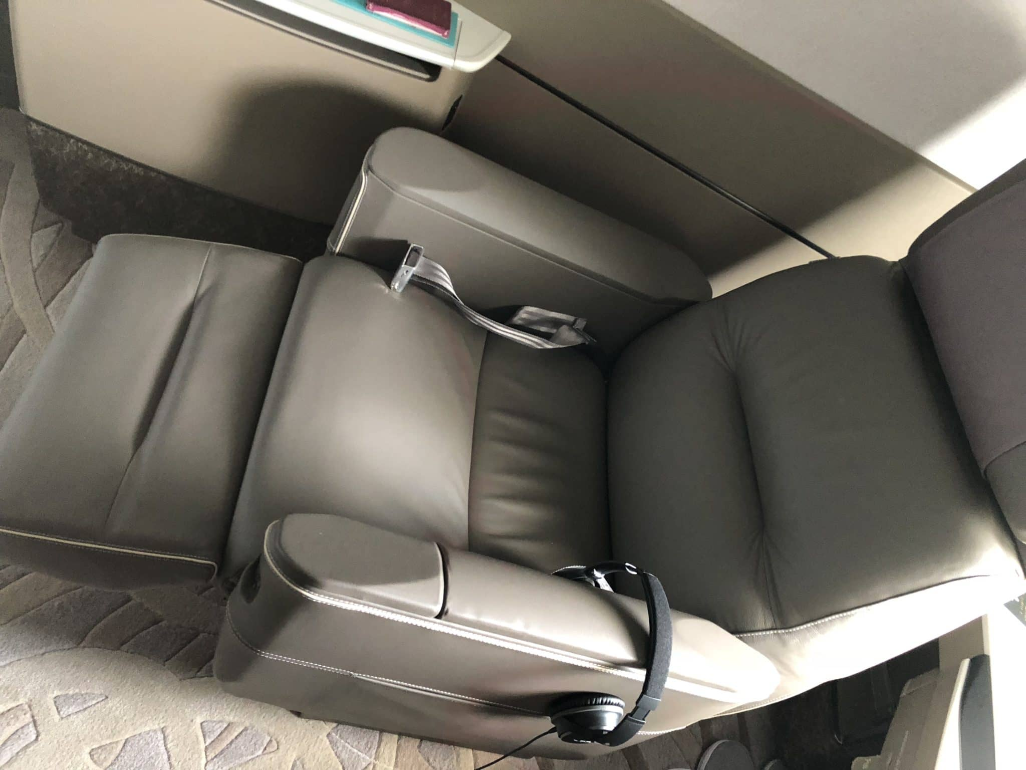 Singapore Airlines neue First Class A380 Sitz in Recliner Position