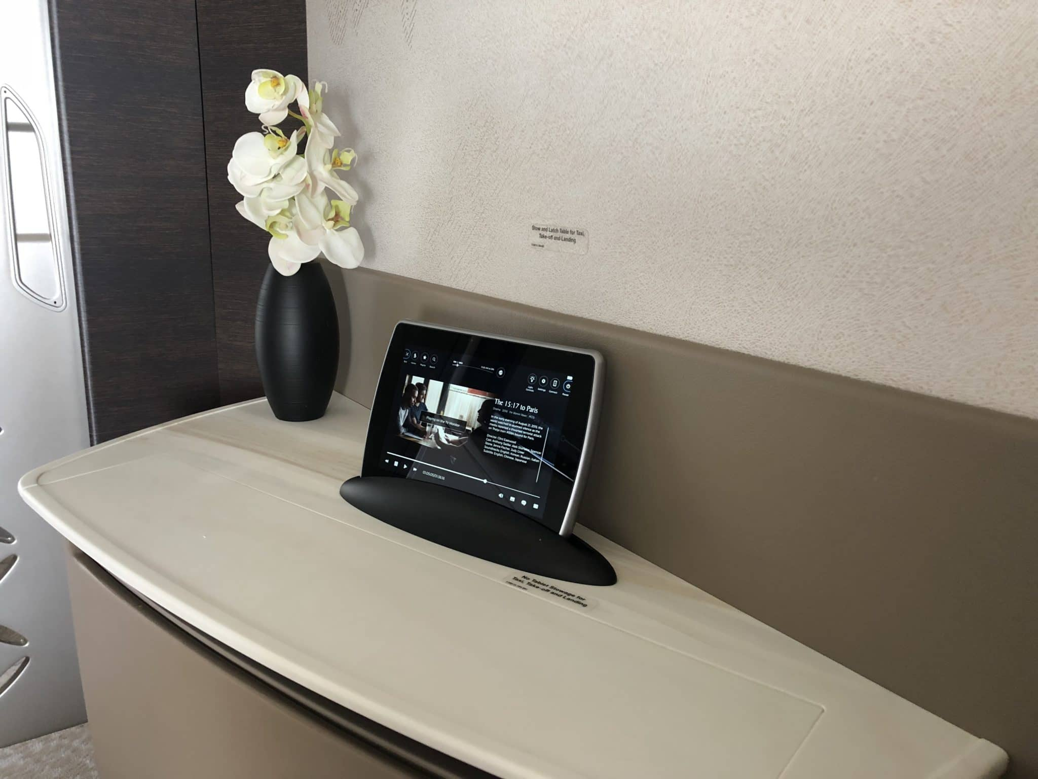 Singapore Airlines neue First Class A380 Halterung Remote Controller Kommode