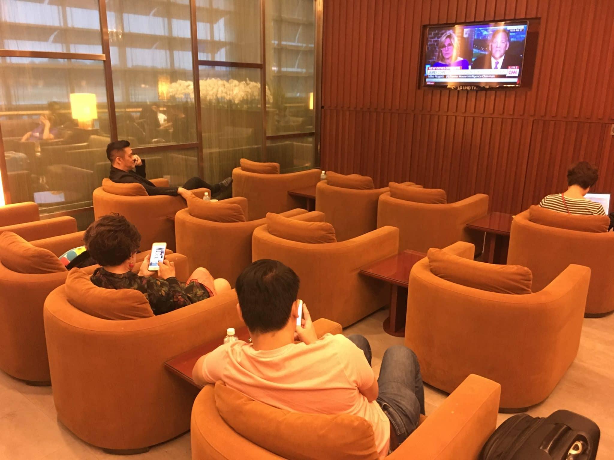KrisFlyer Gold Lounge Changi Airport Terminal 3 - TV Bereich