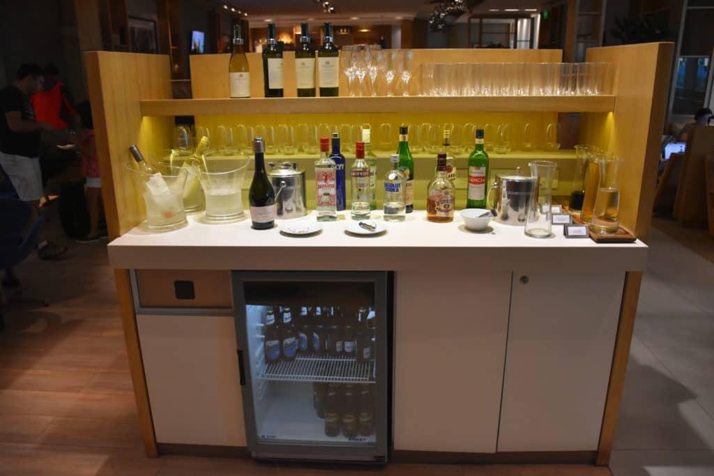 alkoholische Getränke im hinteren Bereich der Star Alliance Lounge Buenos Aires Ezeiza