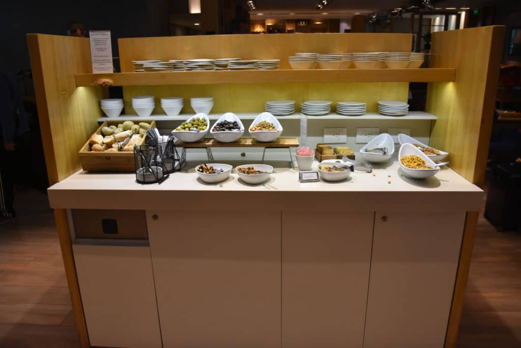 Snacks am Hauptbuffet der Star Alliance Lounge Buenos Aires Ezeiza
