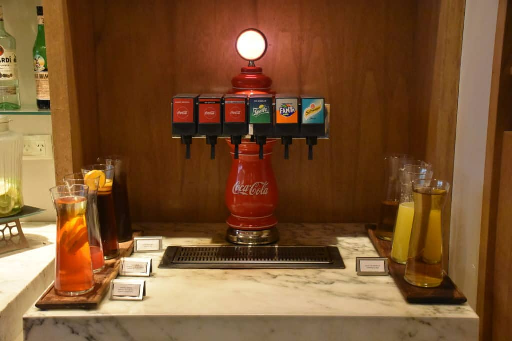 Softdrinks am Hauptbuffet der Star Alliance Lounge Buenos Aires Ezeiza