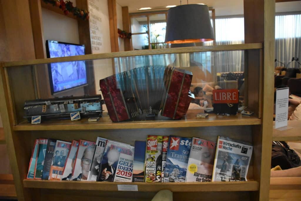 Zeitschriften im hinteren Teil der Star Alliance Lounge Buenos Aires Ezeiza