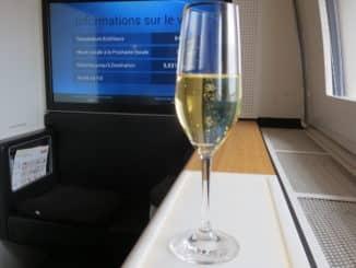 Swiss First Class Boeing 777-300ER Champagner