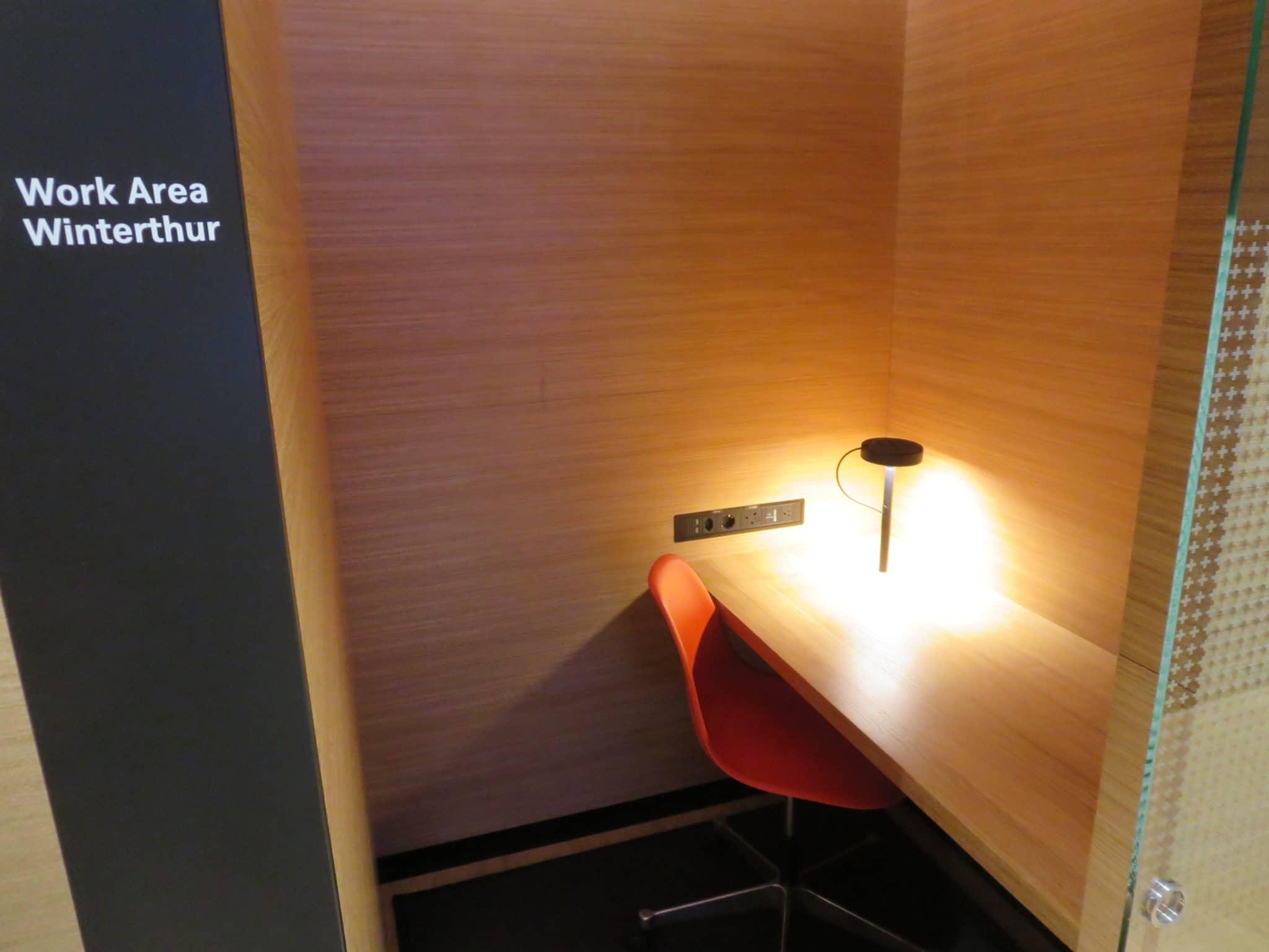 Swiss First Class Lounge Zürich A Schreibtisch