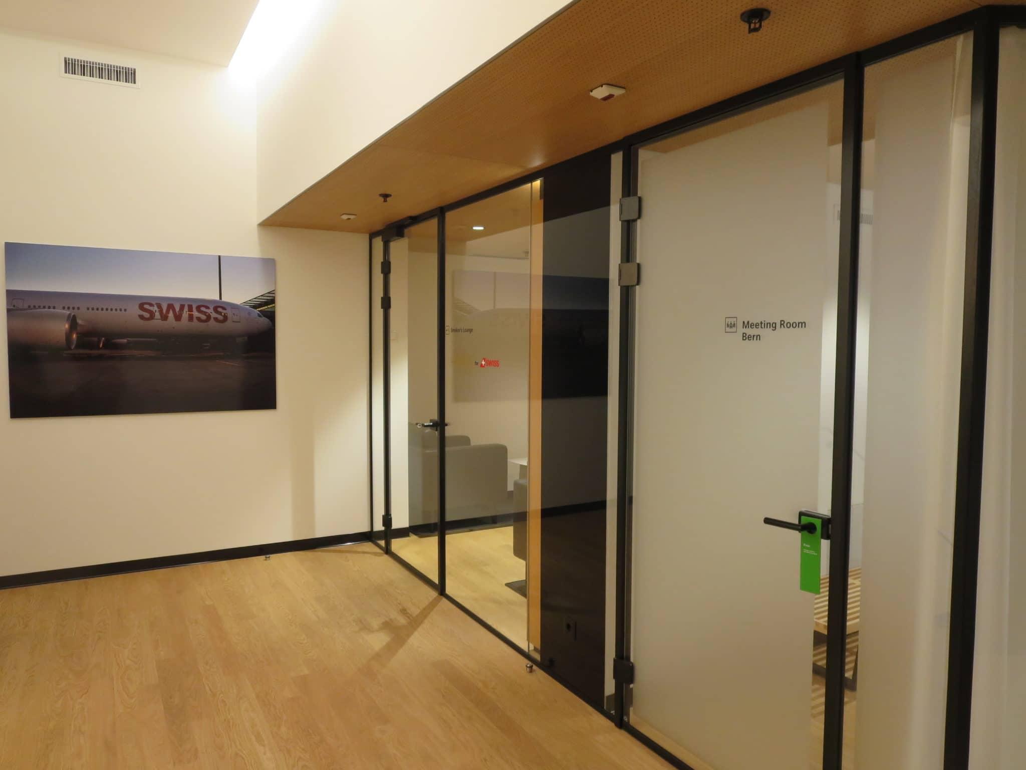 Swiss First Class Lounge Zürich A Smokers Lounge und Meetingraum