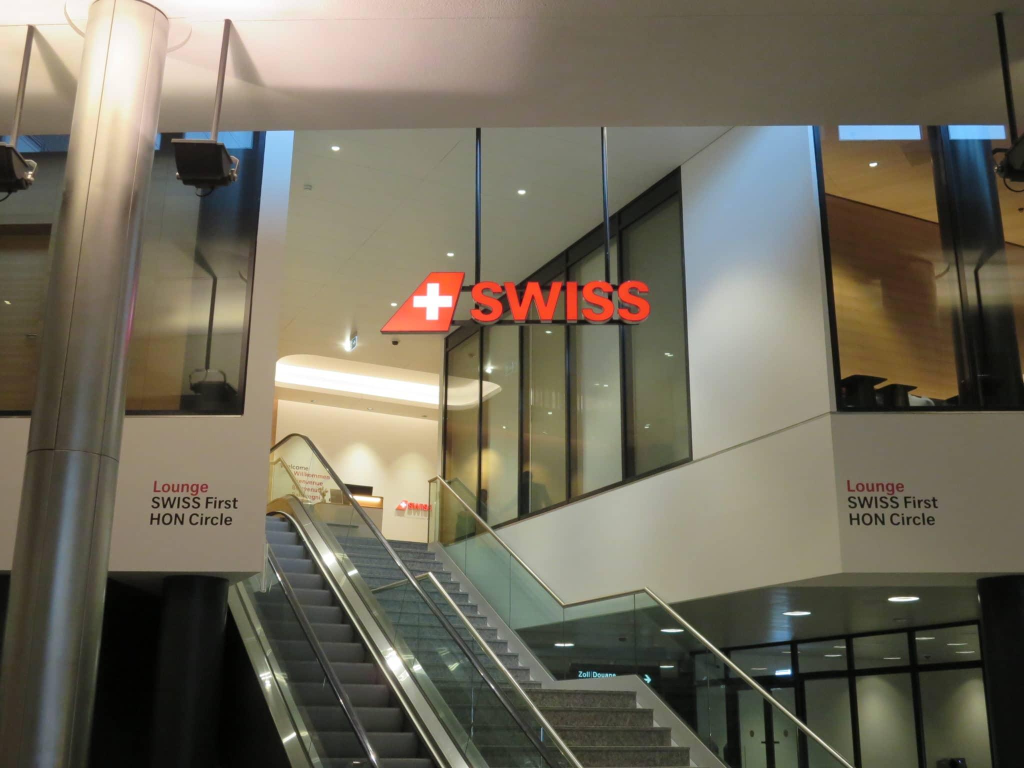 Swiss First Class Lounge Zürich A Rolltreppe zur Lounge