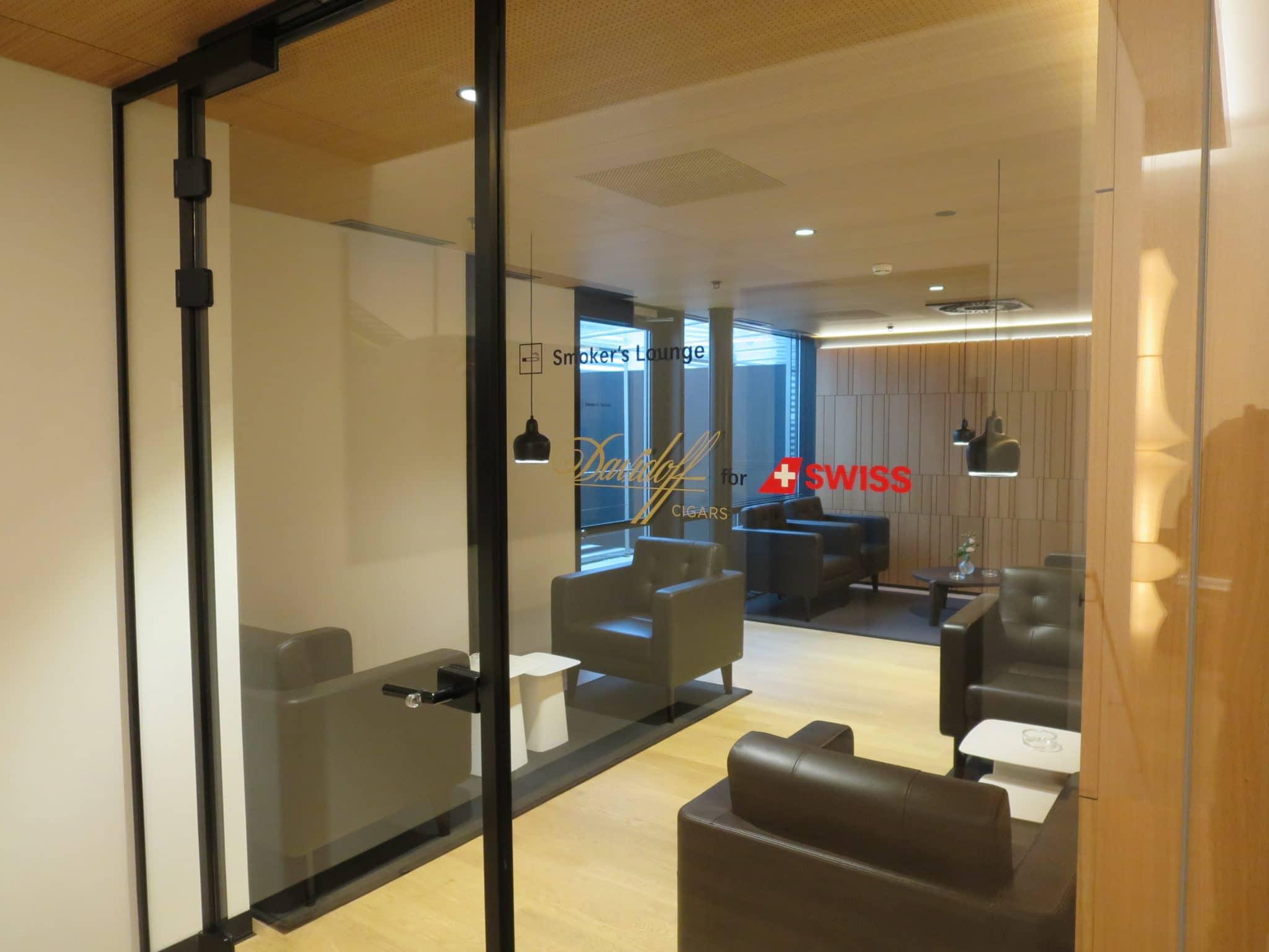 Swiss First Class Lounge Zürich A Smokers Lounge
