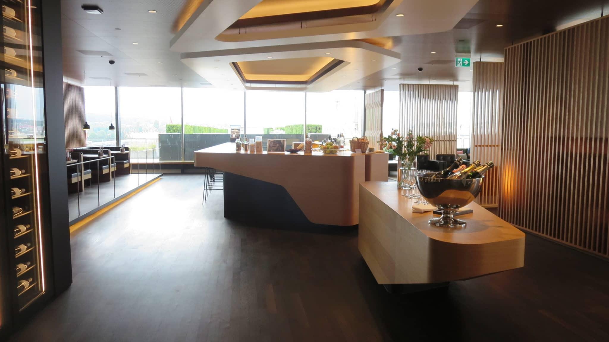 Swiss First Class Lounge Zürich E Bar