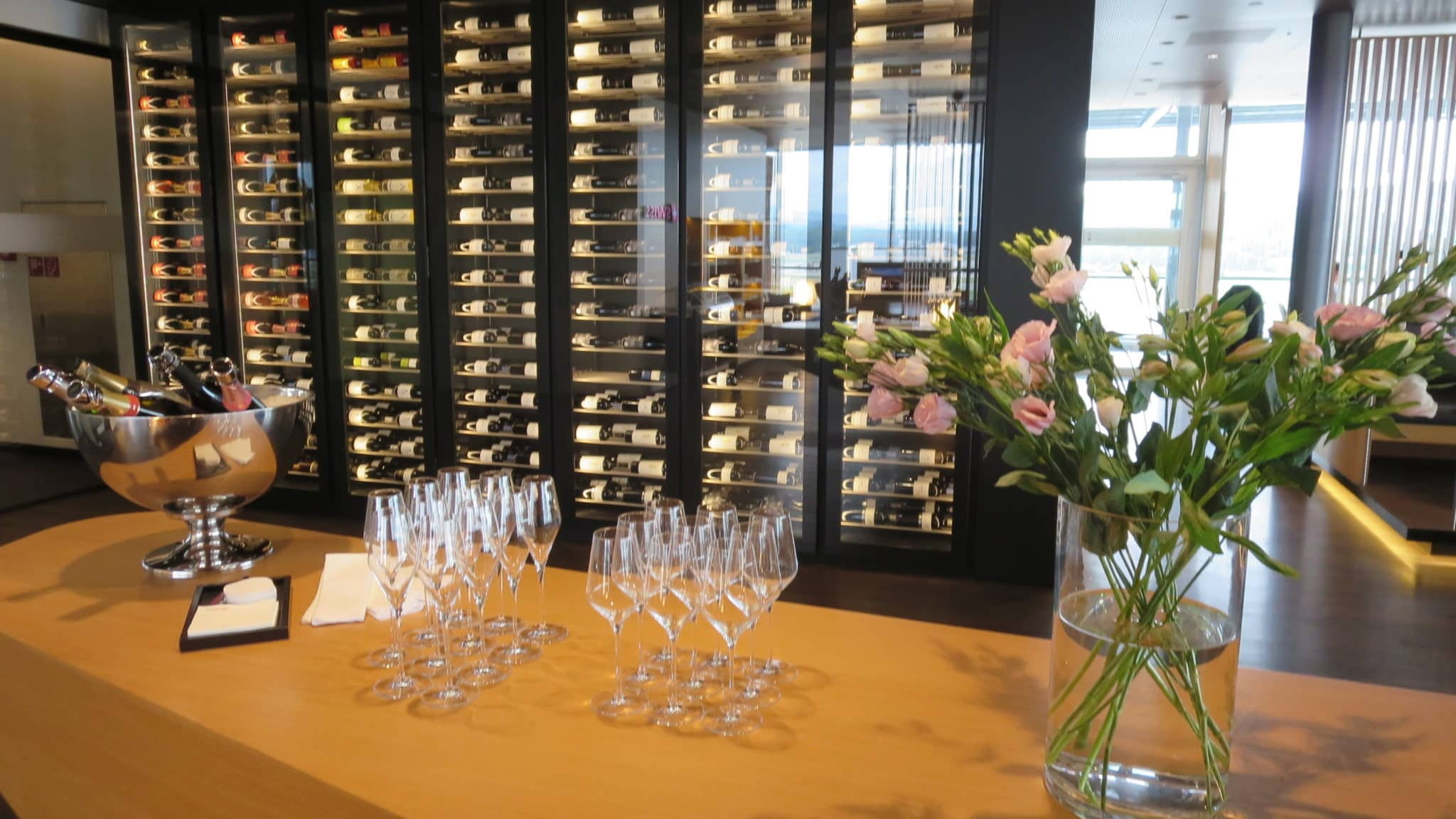 Swiss First Class Lounge Zürich E Weinhumidor