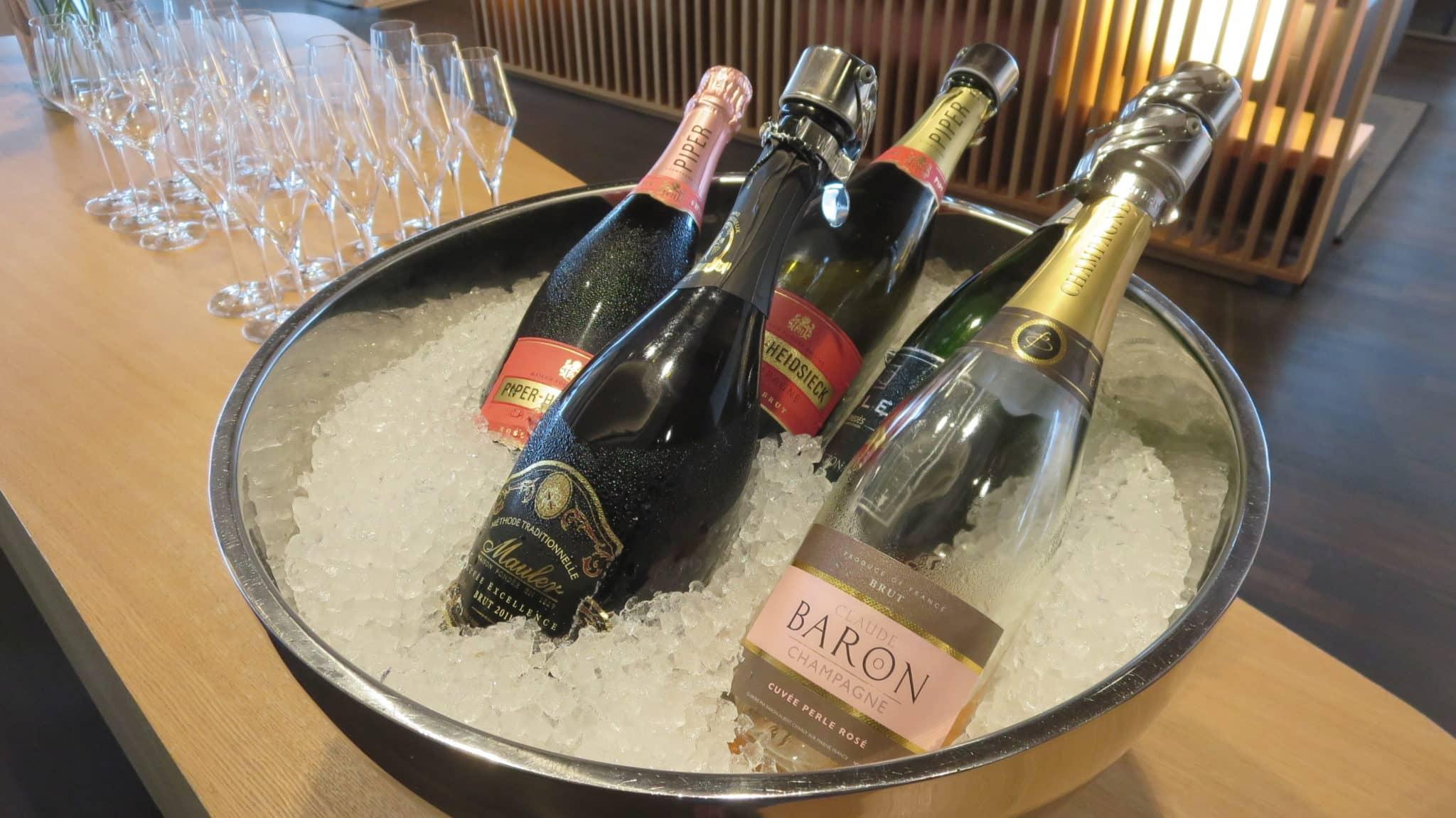 Swiss First Class Lounge Zürich E Champagner