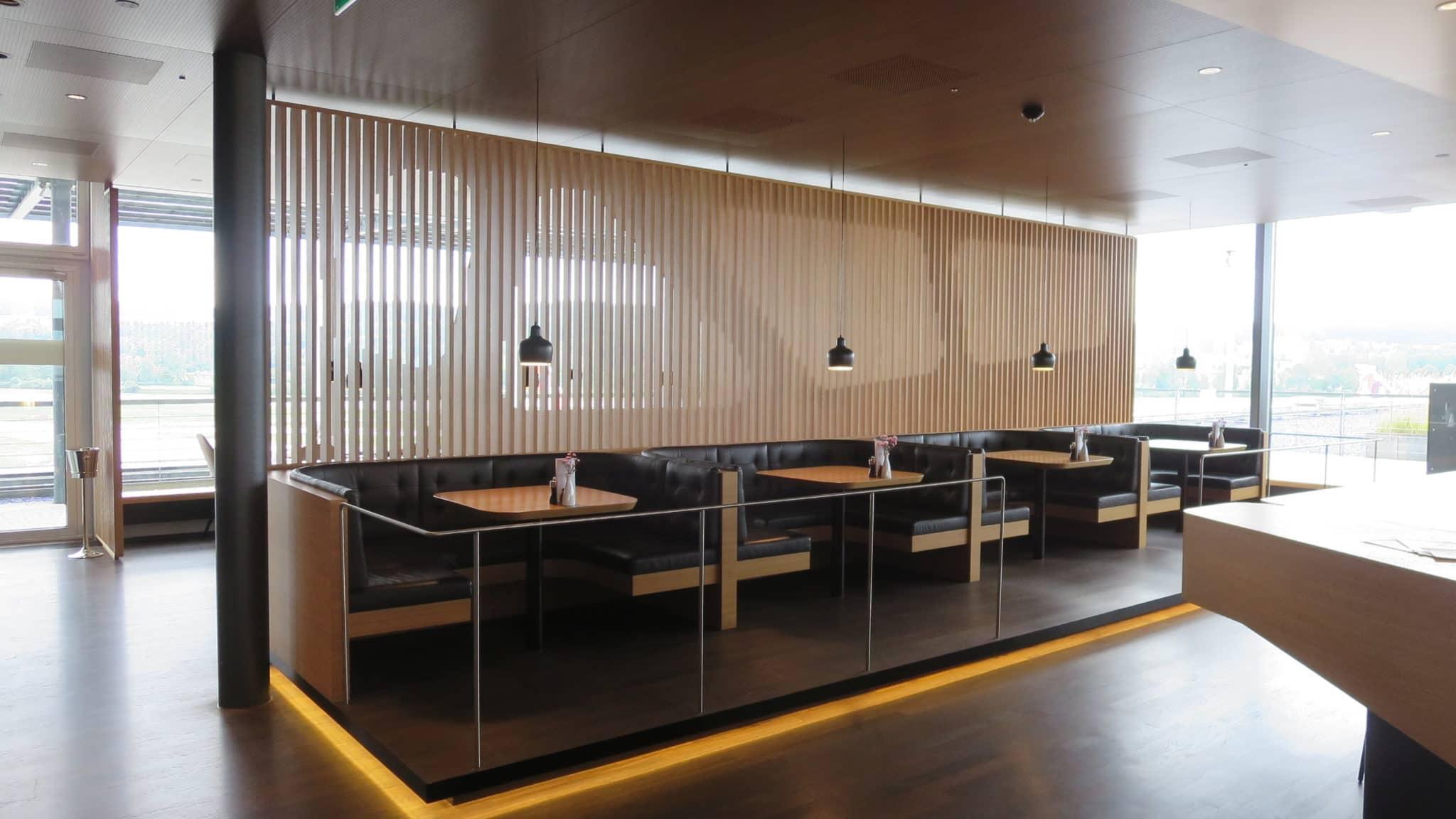 Swiss First Class Lounge Zürich E American Diner
