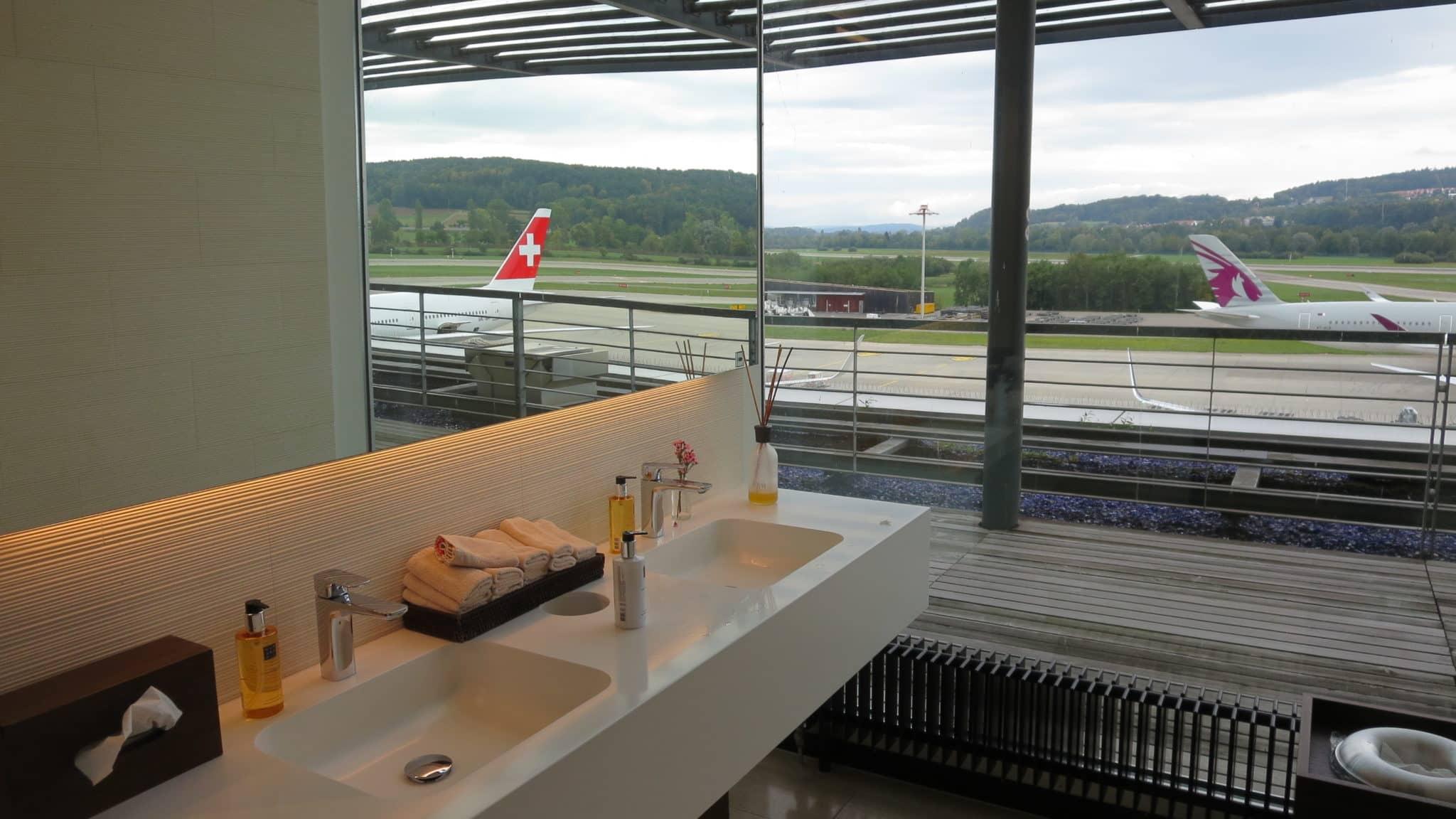 Swiss First Class Lounge Zürich E Bad