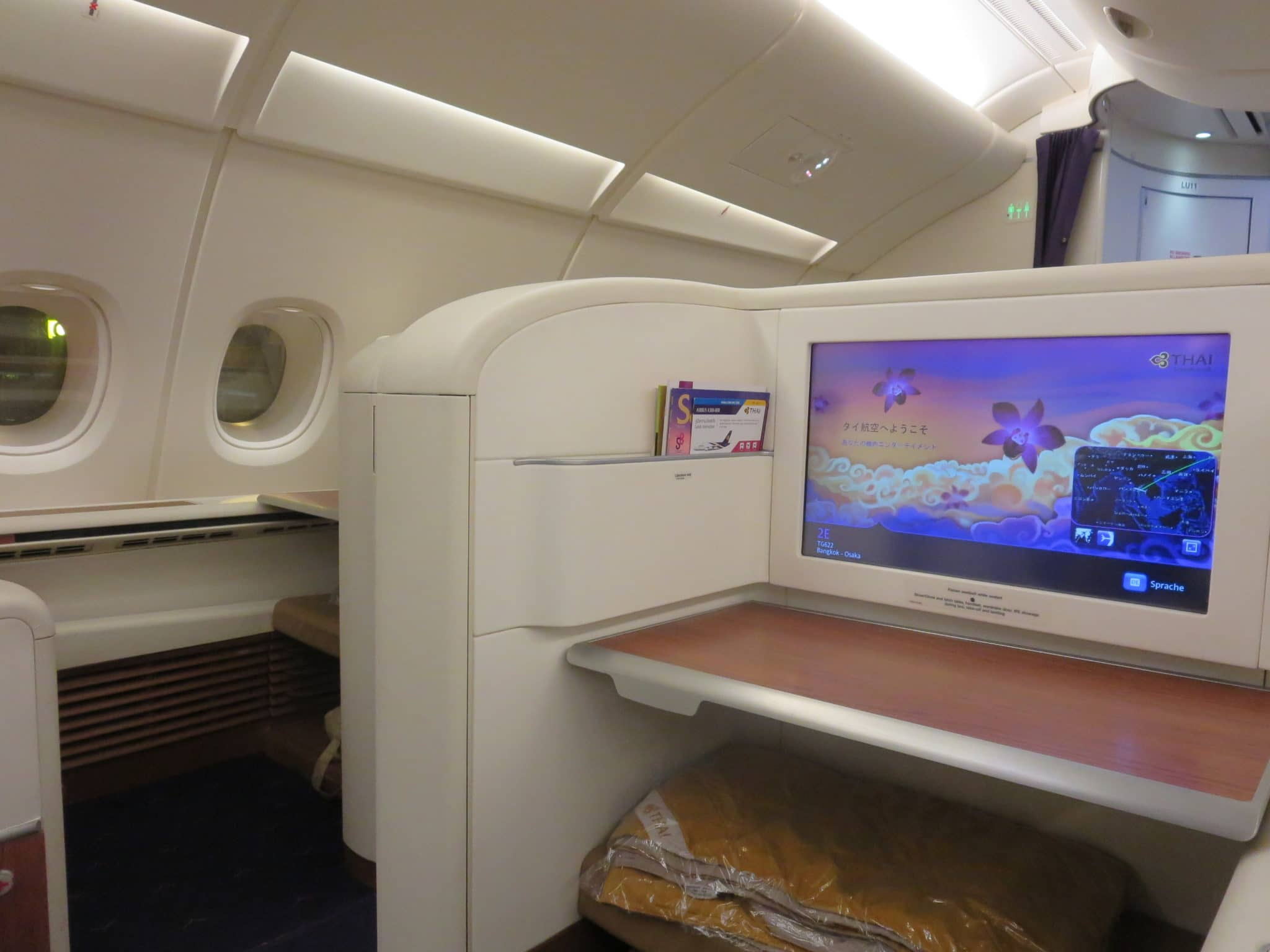 Thai Airways First Class A380 Tisch