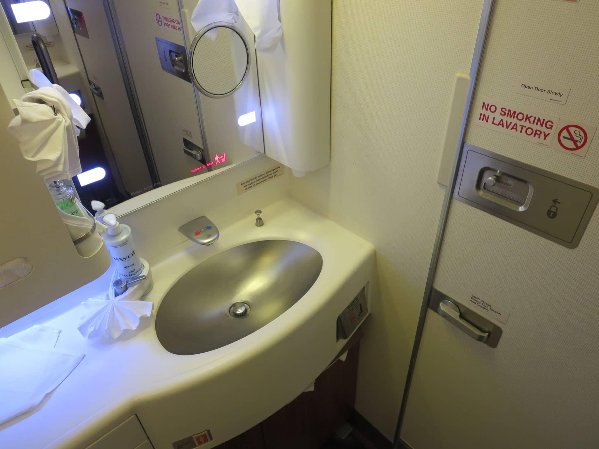 Thai Airways First Class Bad Boeing 747