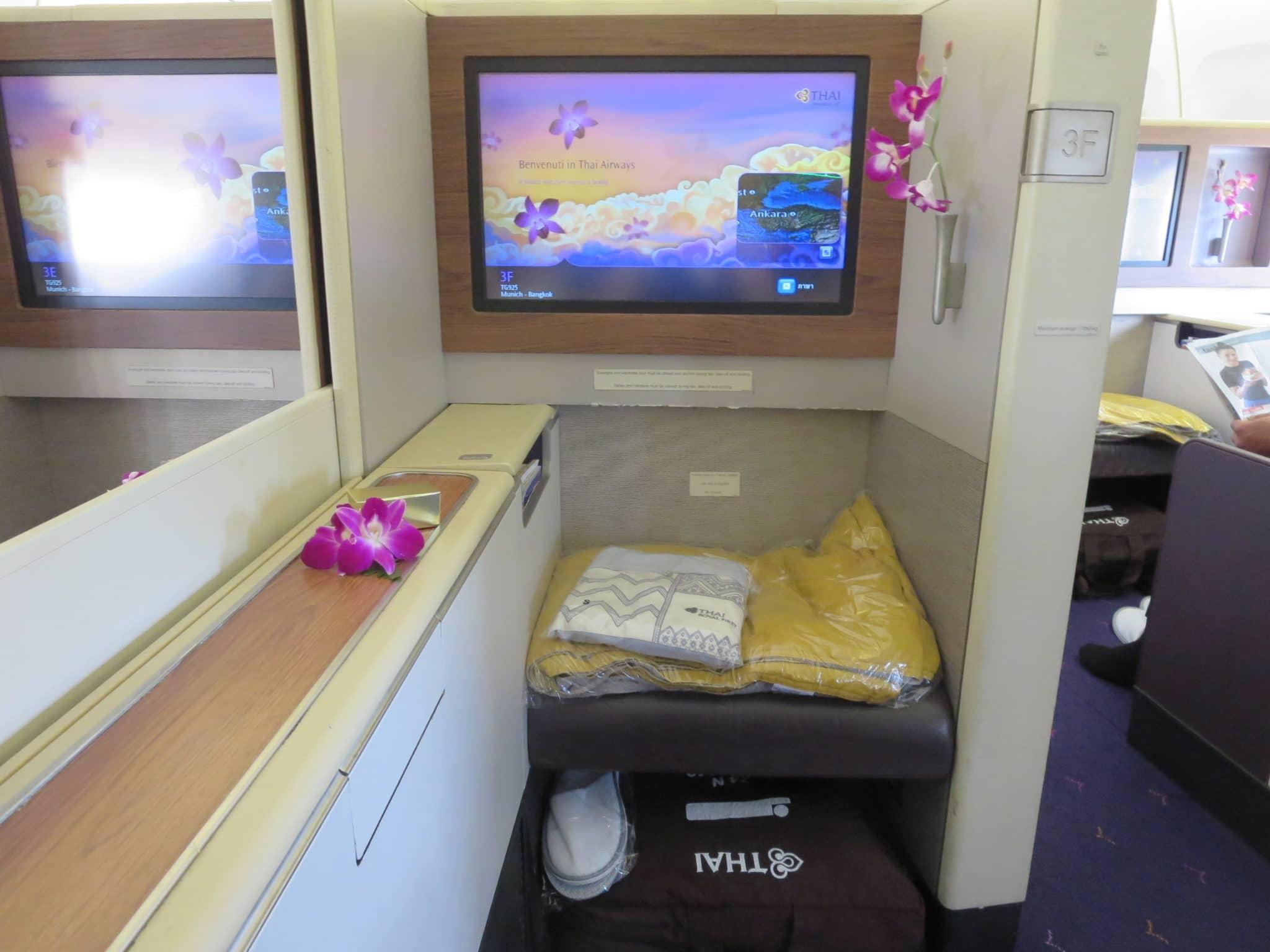Thai Airways First Class Ottomane